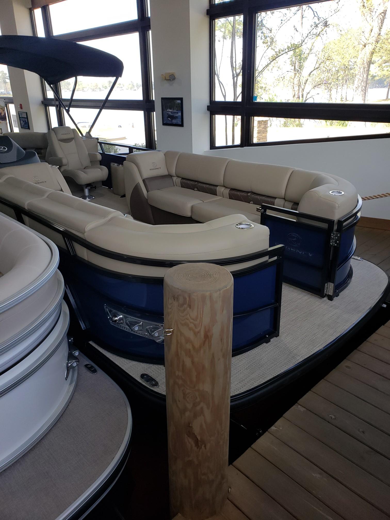 2020 Regency boat for sale, model of the boat is 250 LE3 w/300L Verado & Image # 22 of 27