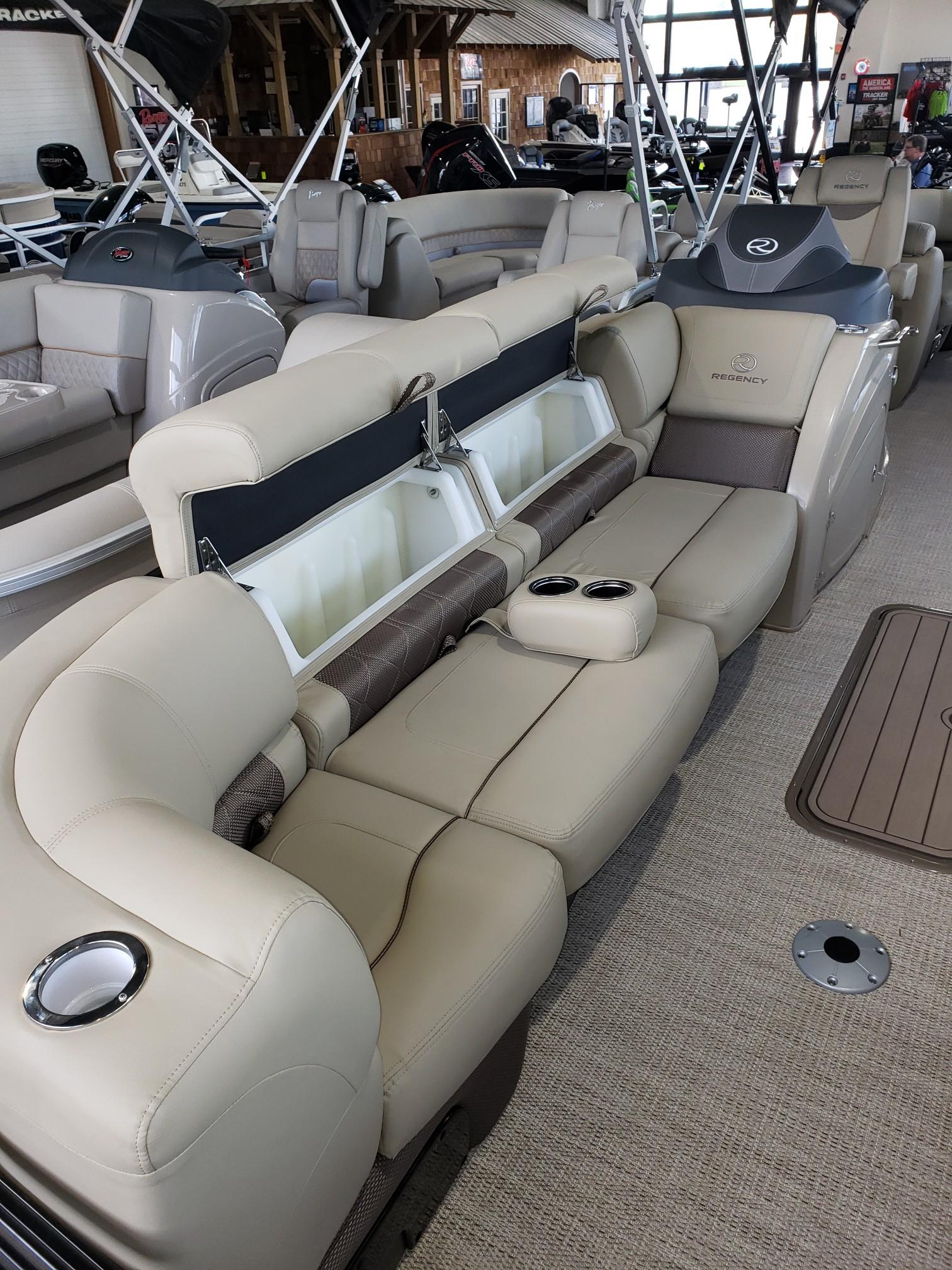 2020 Regency boat for sale, model of the boat is 250 LE3 w/300L Verado & Image # 24 of 27