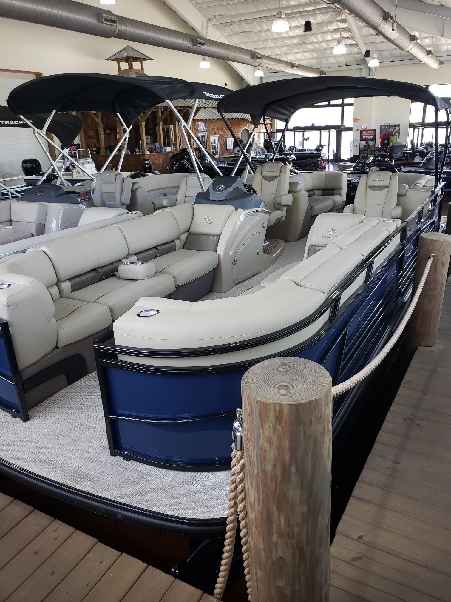 2020 Regency boat for sale, model of the boat is 250 LE3 w/300L Verado & Image # 25 of 27