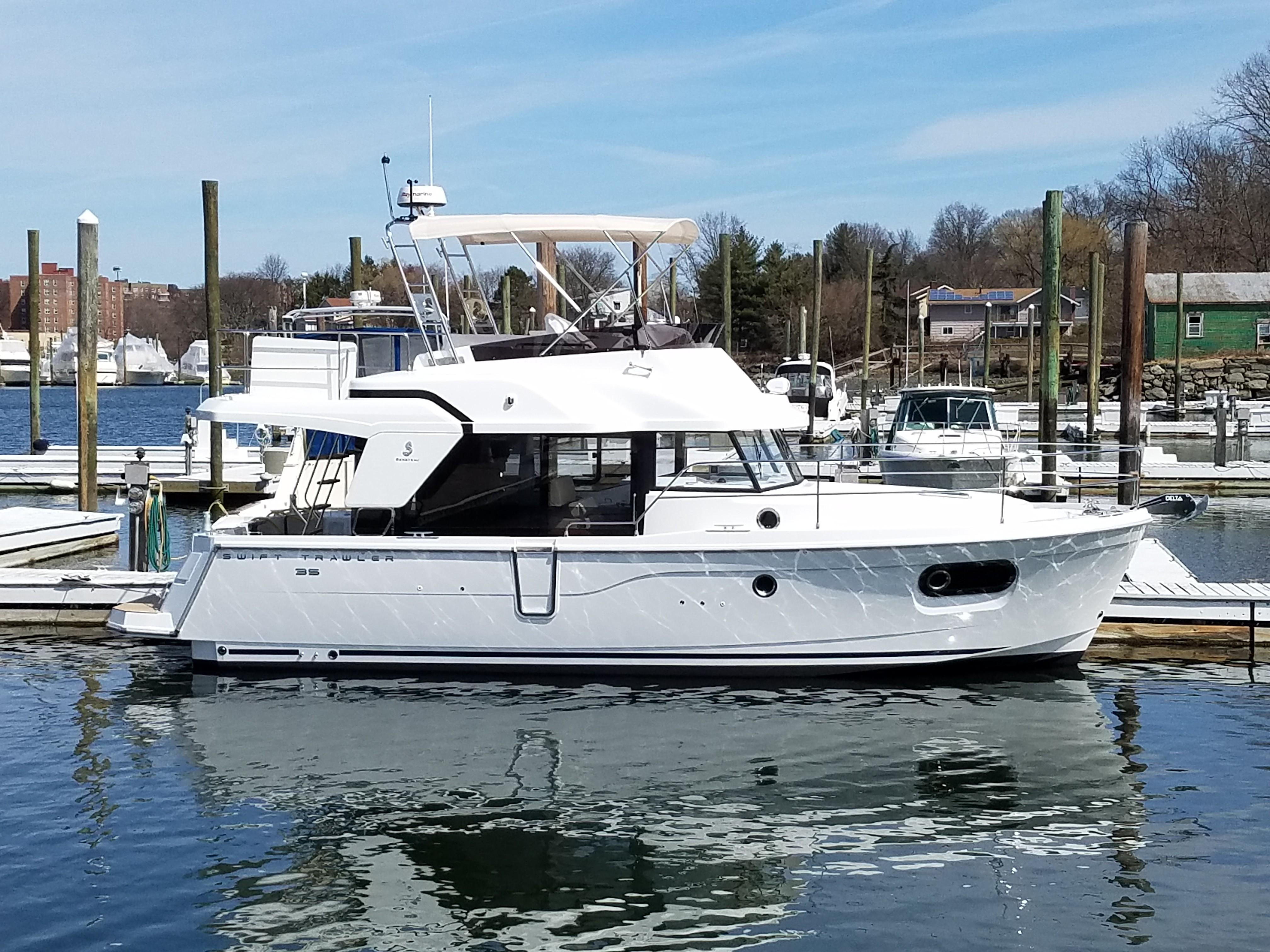 35 Beneteau 2019 Port Washington | Denison Yacht Sales