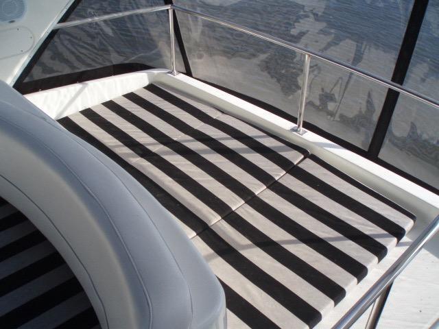 Meridian 411 Sedan - Flybridge Sun Deck