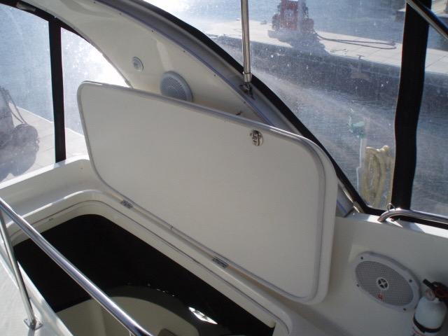 Meridian 411 Sedan - Storage under seat