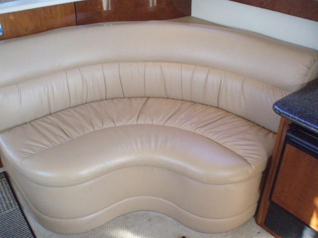Meridian 411 Sedan - Settee in Salon