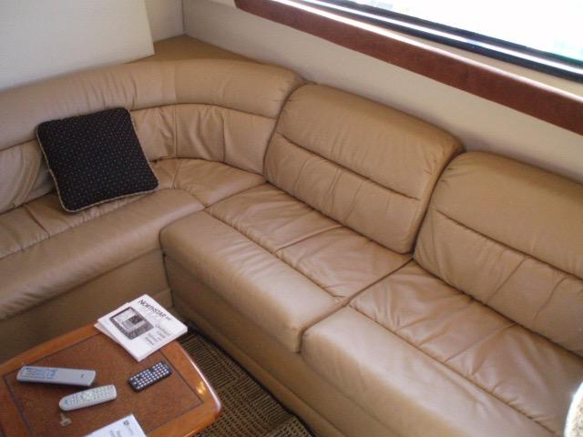 Meridian 411 Sedan - L-shaped sofa in salon