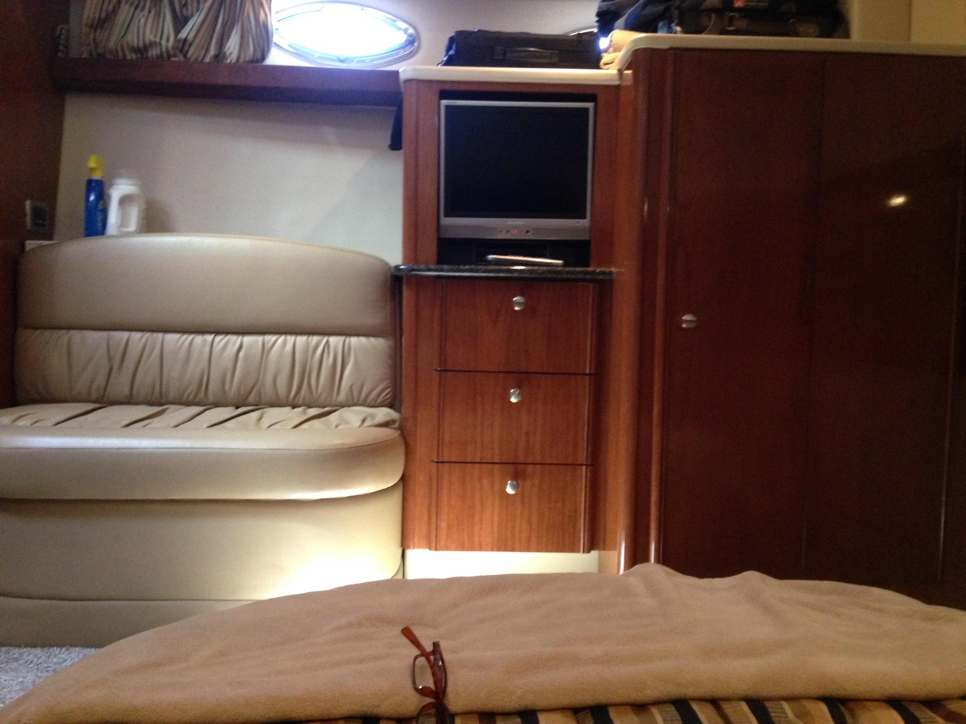Meridian 411 Sedan - Setee/ FS TV/Storage in Midship Stateroom