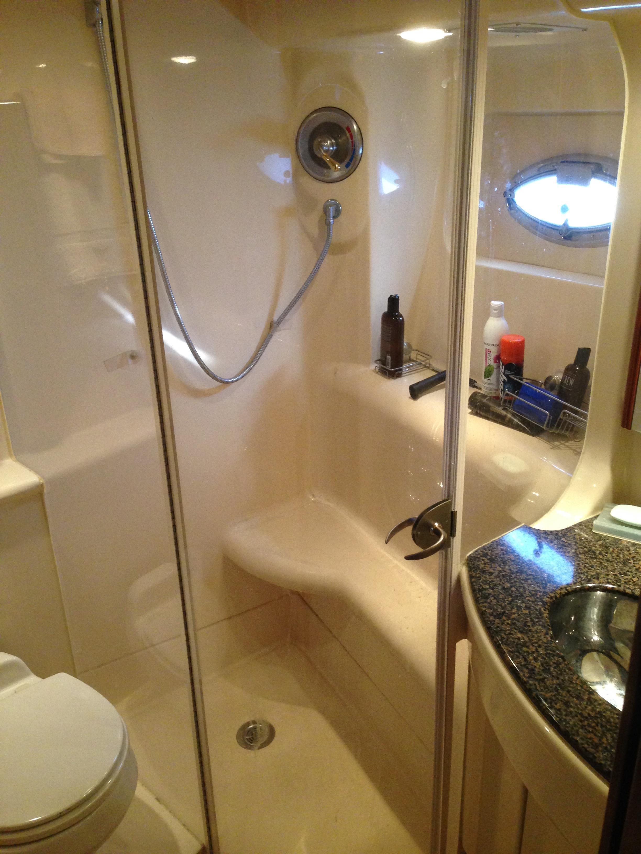 Meridian 411 Sedan - Master Head/Shower Stall