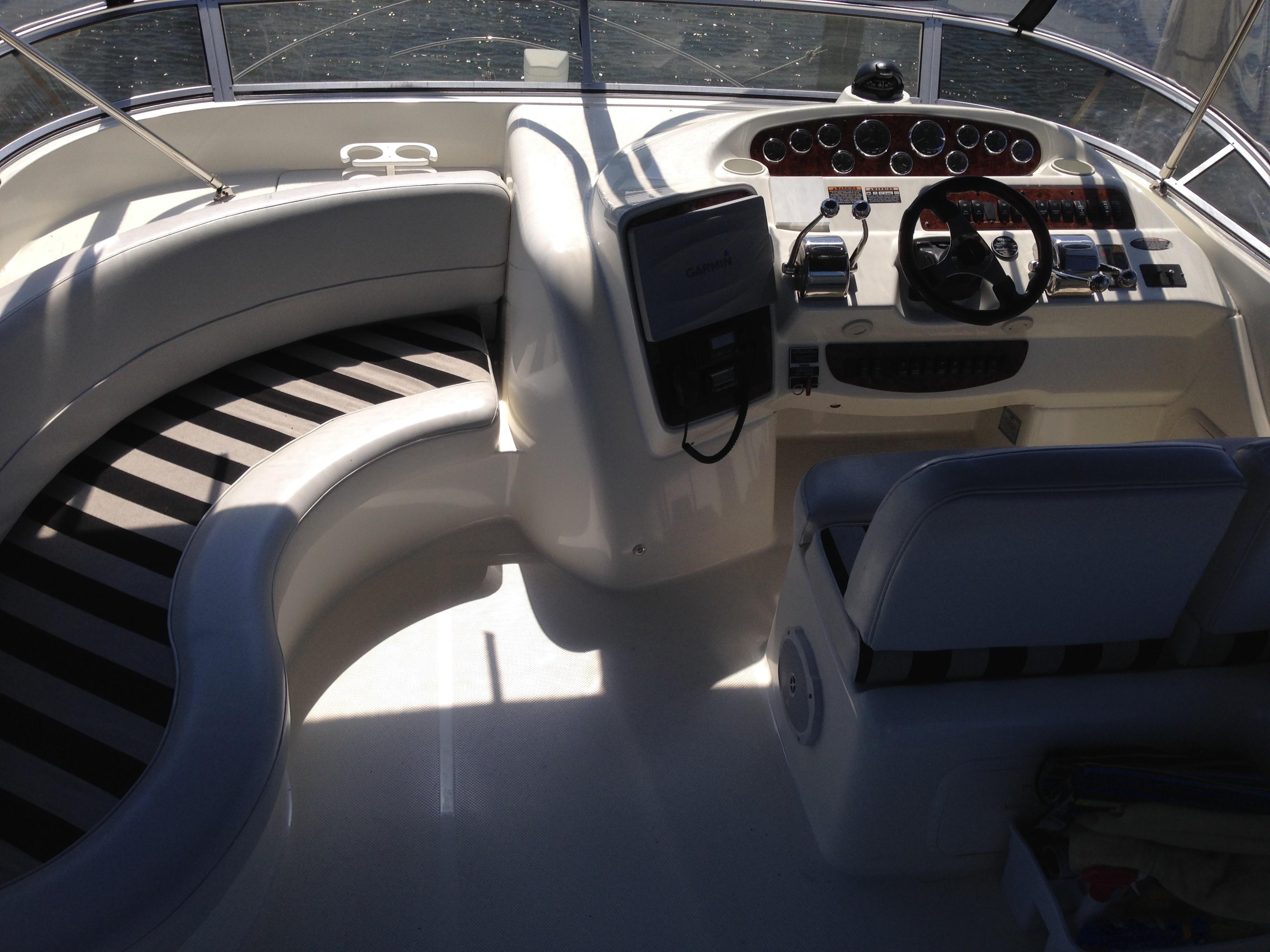 Meridian 411 Sedan - Flybridge Companion Seating