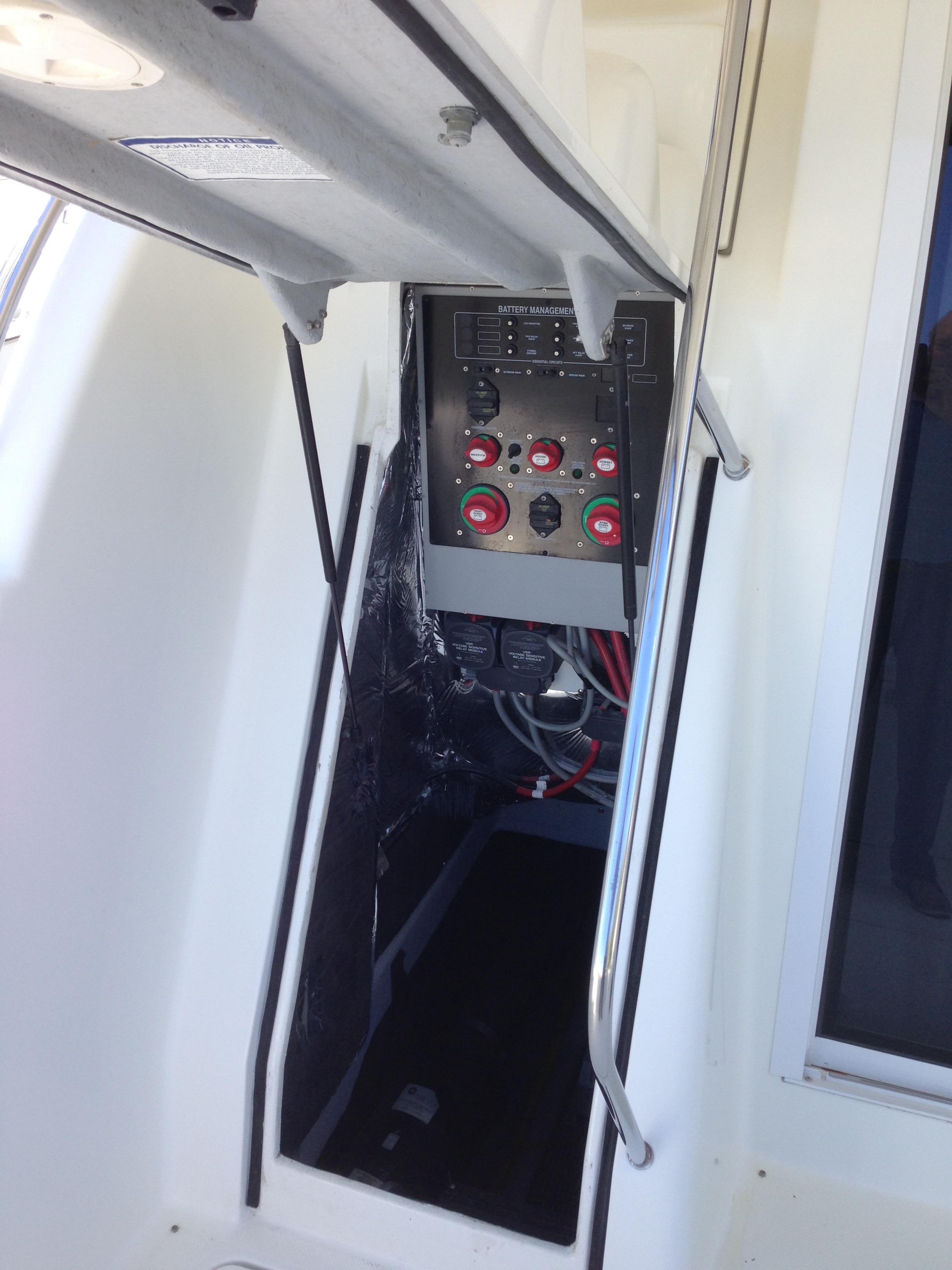 Meridian 411 Sedan - Engine Room Access under bridge steps
