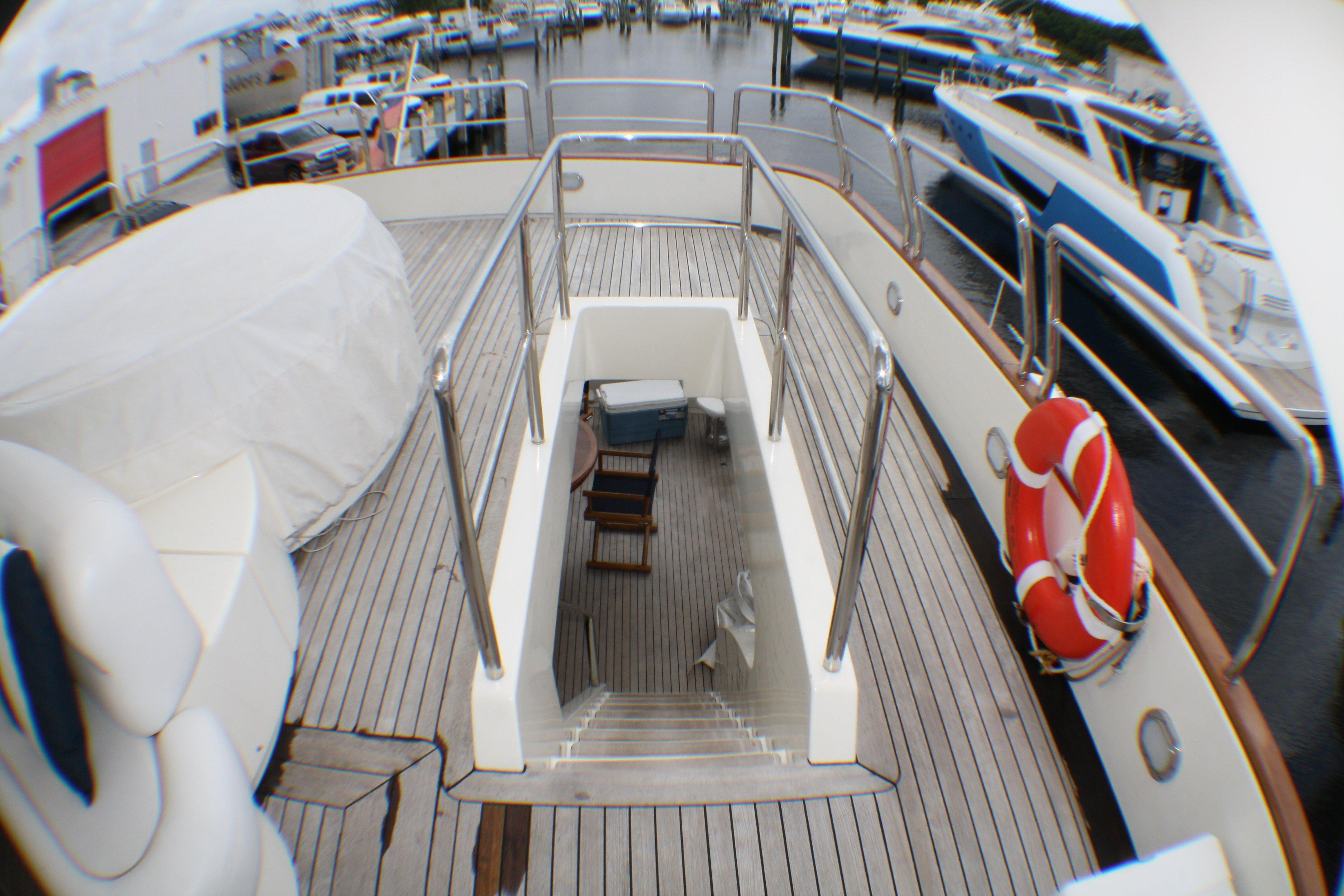 Azimut 100 Jumbo 2004 Stairs to Flybridge