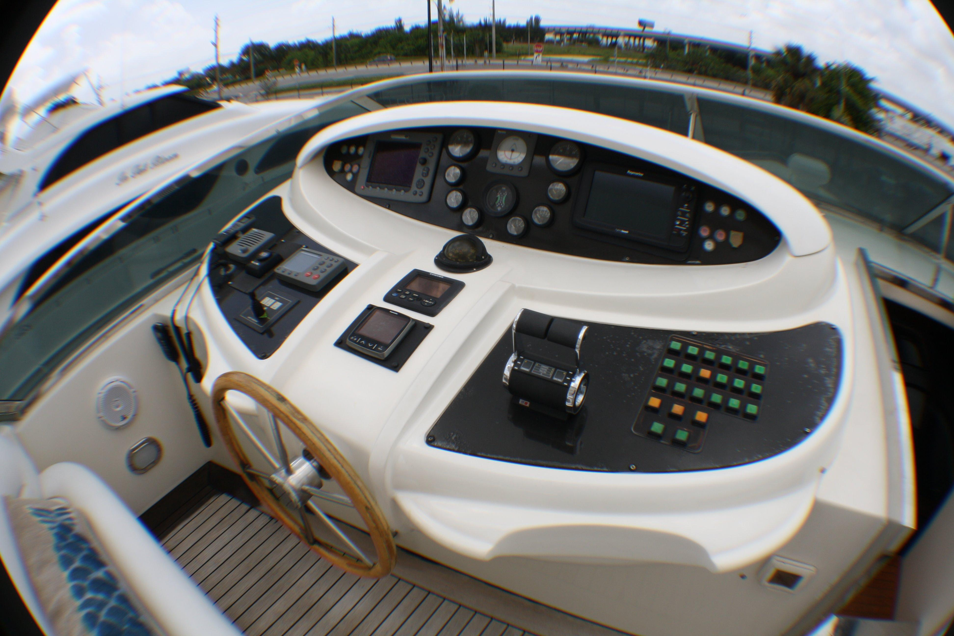 Azimut 100 Jumbo 2004 Flybridge Helm