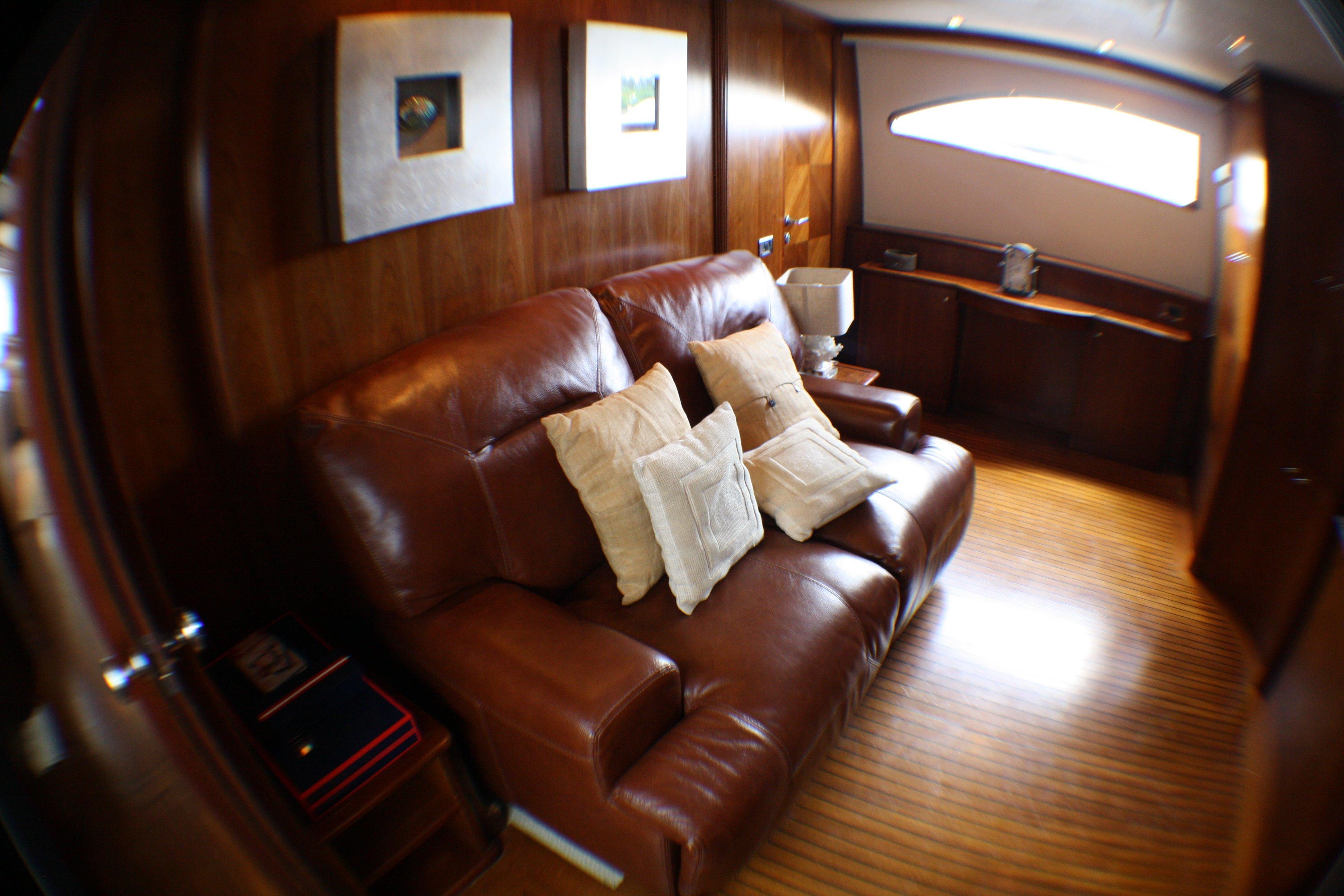 Azimut 100 Jumbo 2004 Media Room