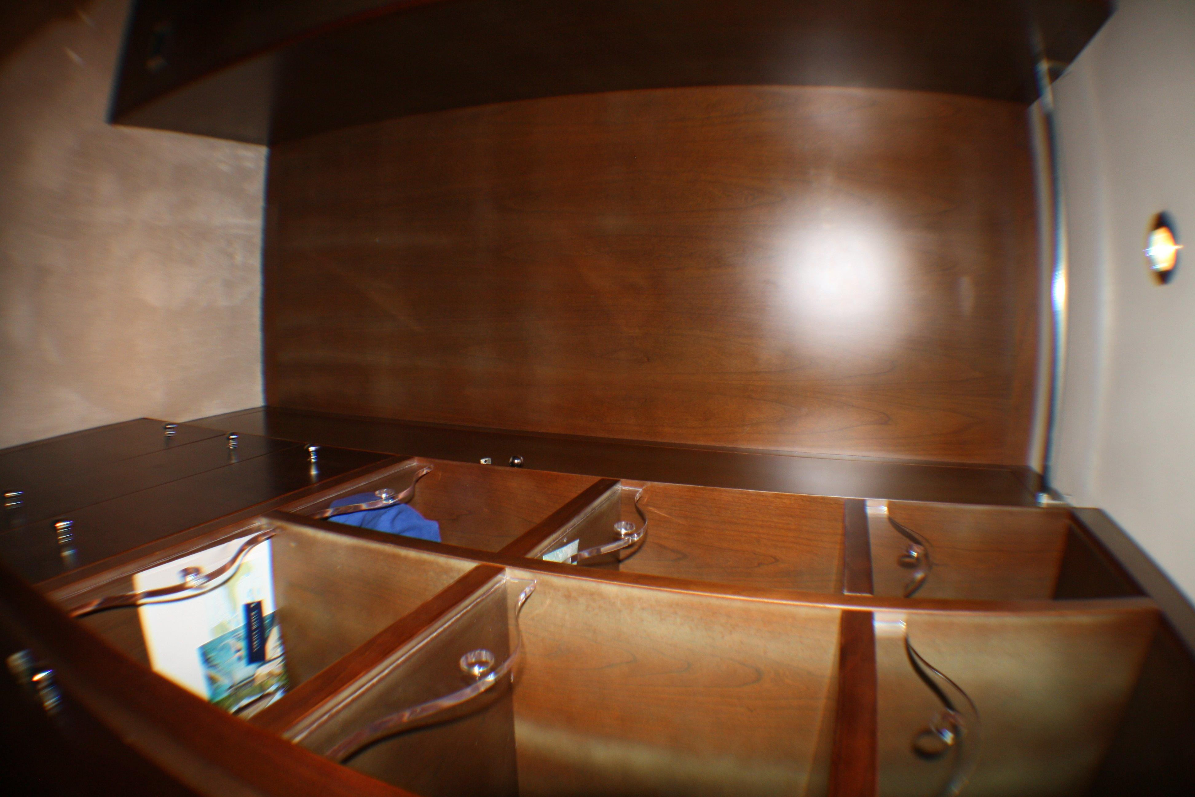 Azimut 100 Jumbo 2004 Master Closet