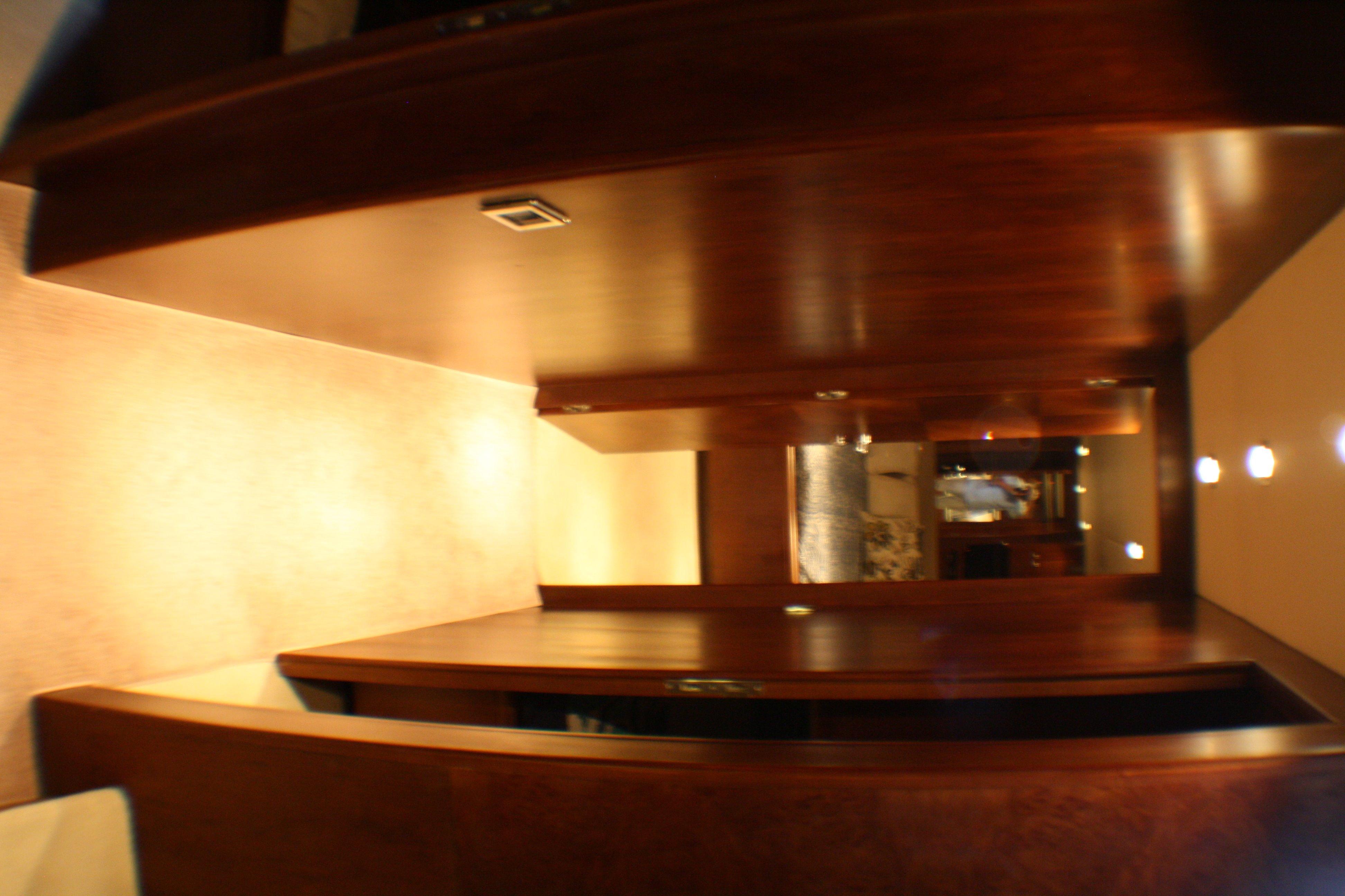 Azimut 100 Jumbo 2004 Companionway