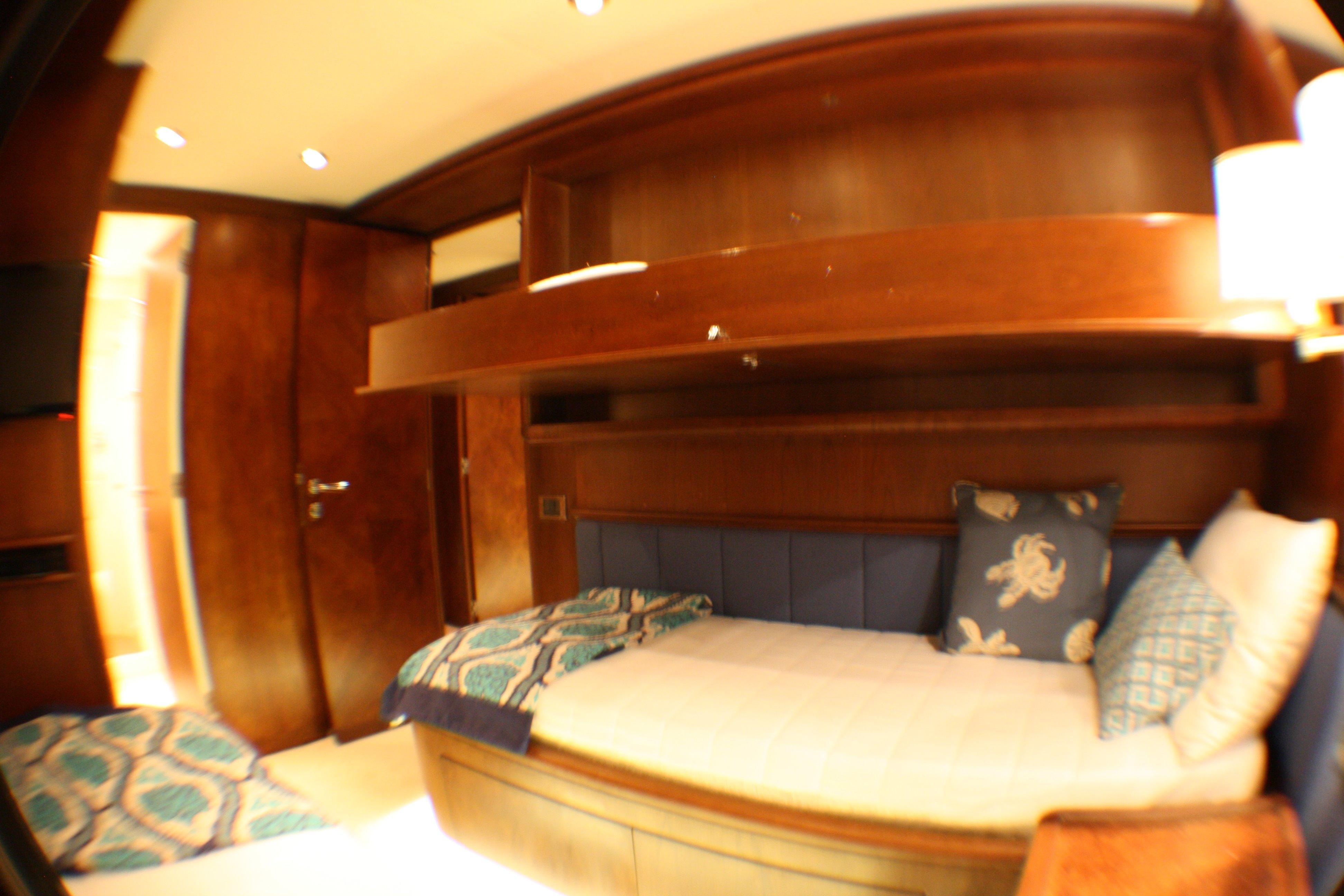 Azimut 100 Jumbo 2004 Starboard Guest Stateroom
