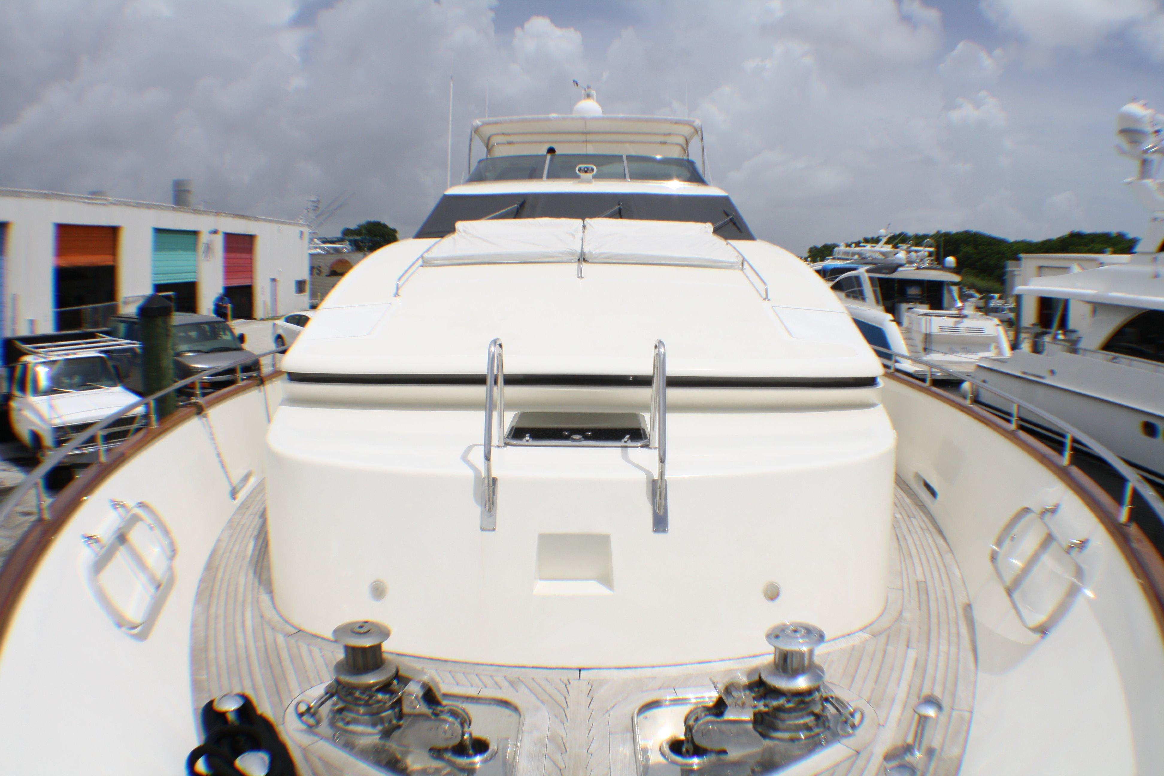 Azimut 100 Jumbo 2004 Bow Deck