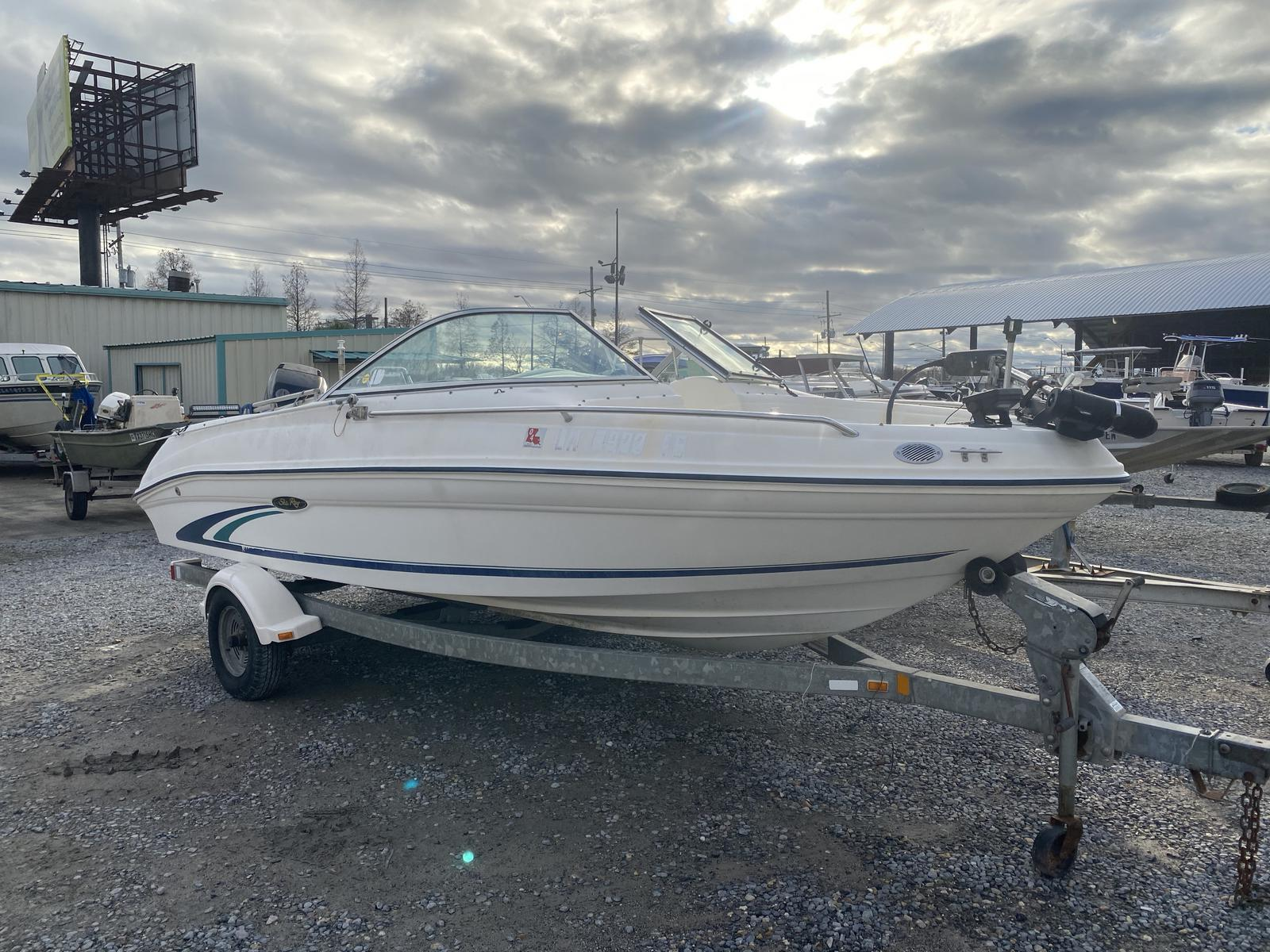 1999 Sea Ray boat for sale, model of the boat is 19 & Image # 2 of 4