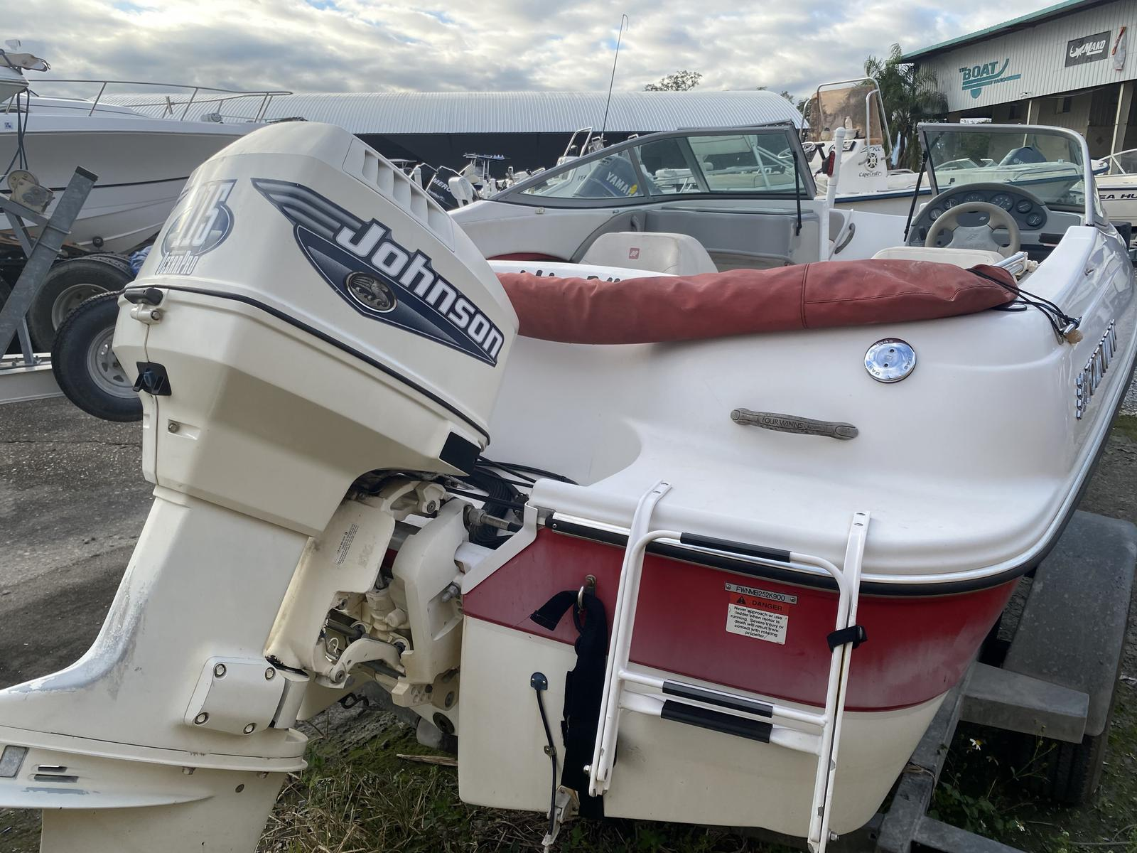 2000 Four Winns boat for sale, model of the boat is Horizon 170 & Image # 3 of 4