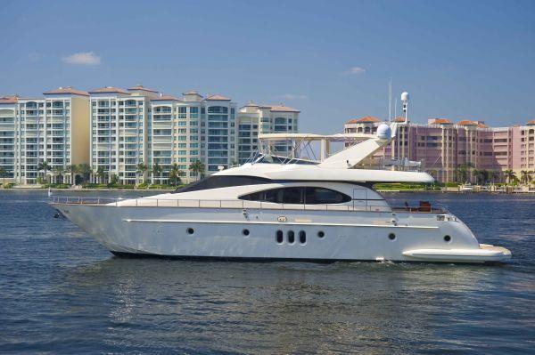 Azimut Solar - LOW HOURS - BEST BUY!! Motor Yachts