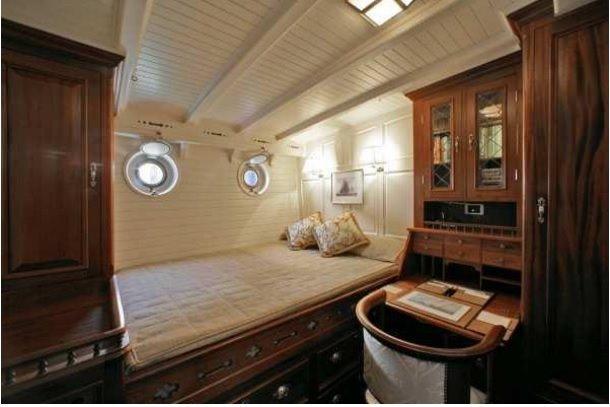 Guest cabin (port aft)