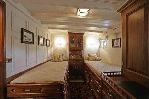 Twin guest cabin (starboard)