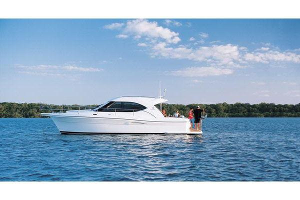 36' Riviera 3600 Sport Yacht Series II