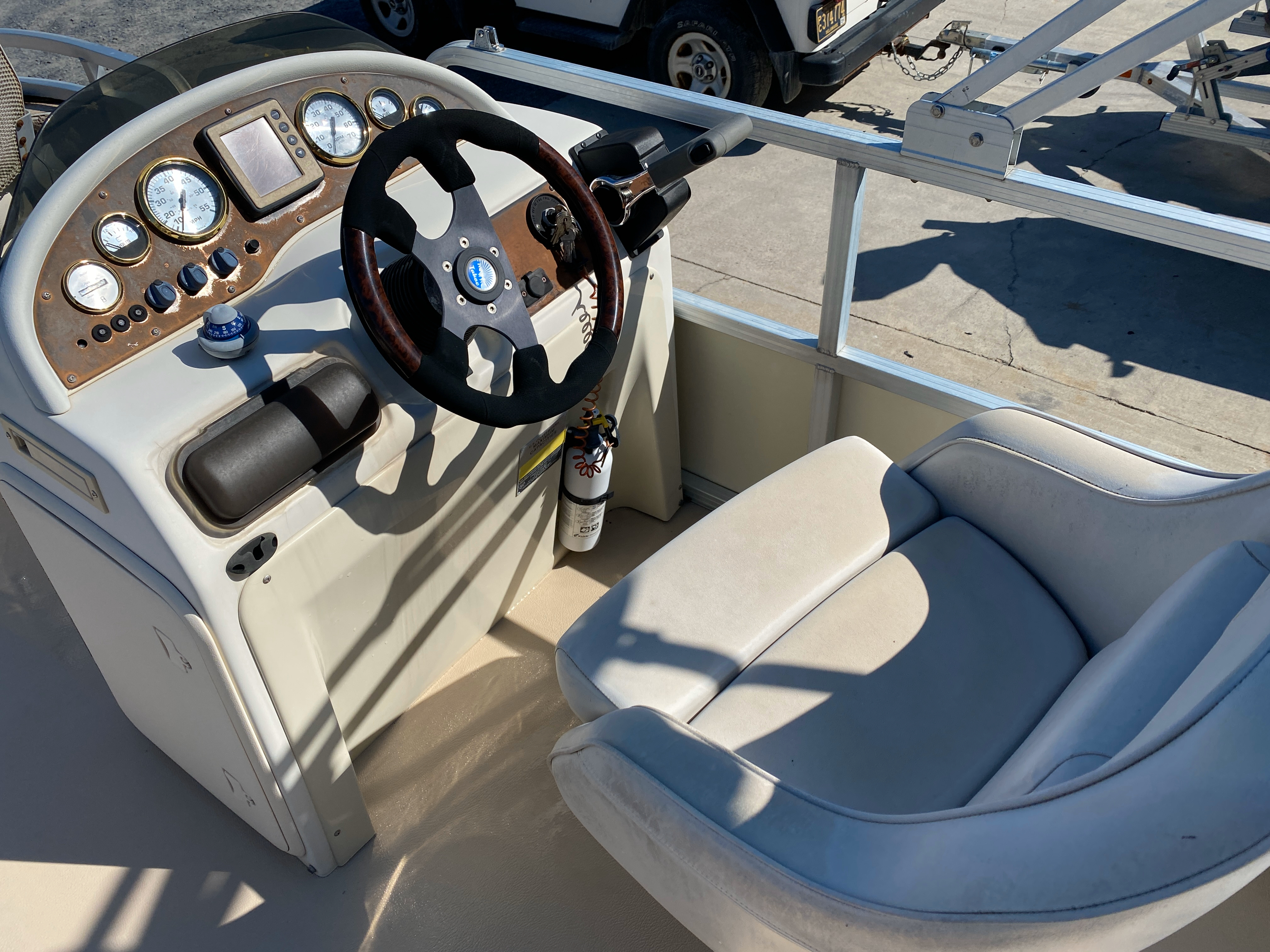 2002 Tahoe boat for sale, model of the boat is Grand Tahoe FNF & Image # 2 of 10