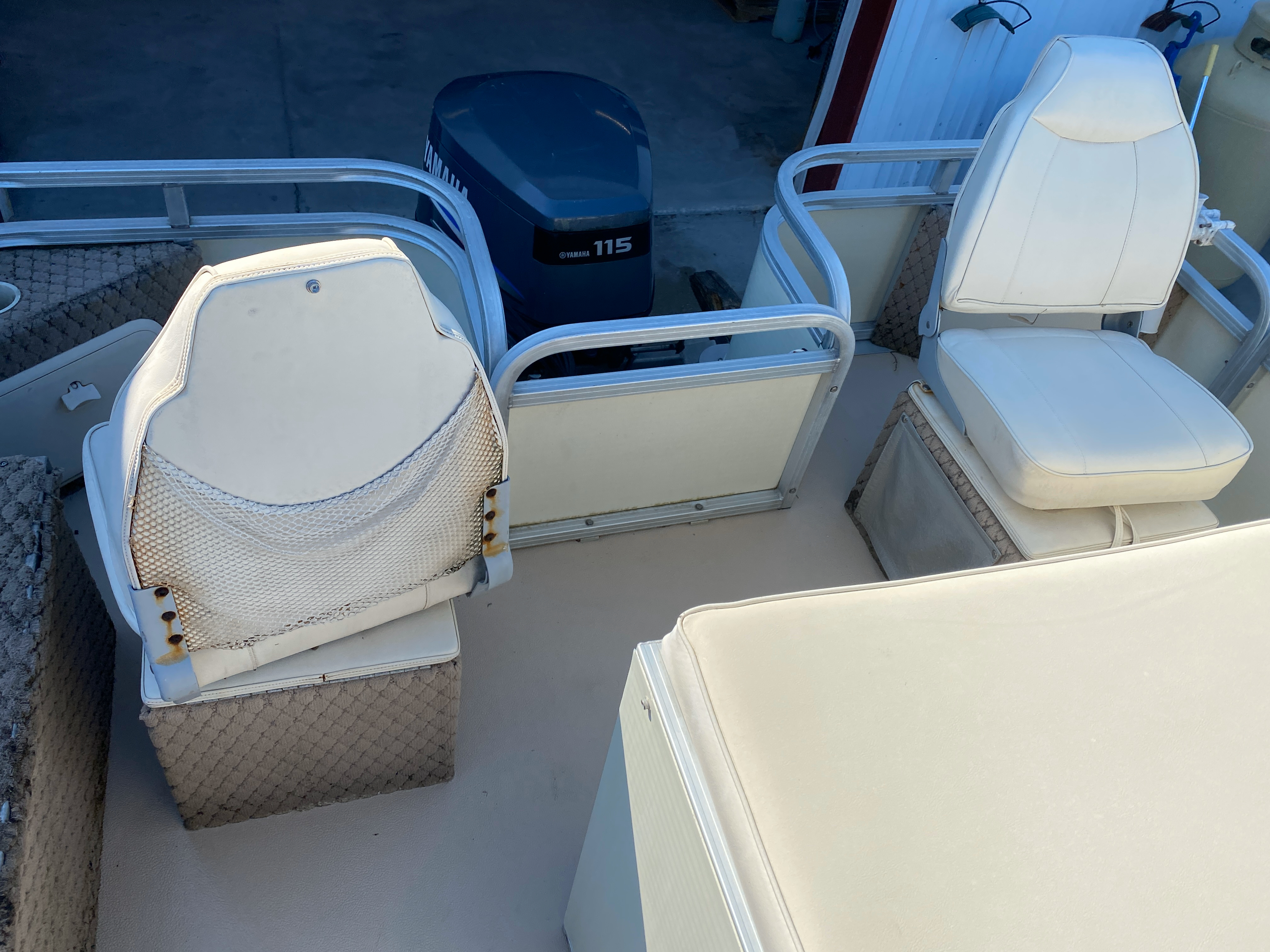 2002 Tahoe boat for sale, model of the boat is Grand Tahoe FNF & Image # 4 of 10