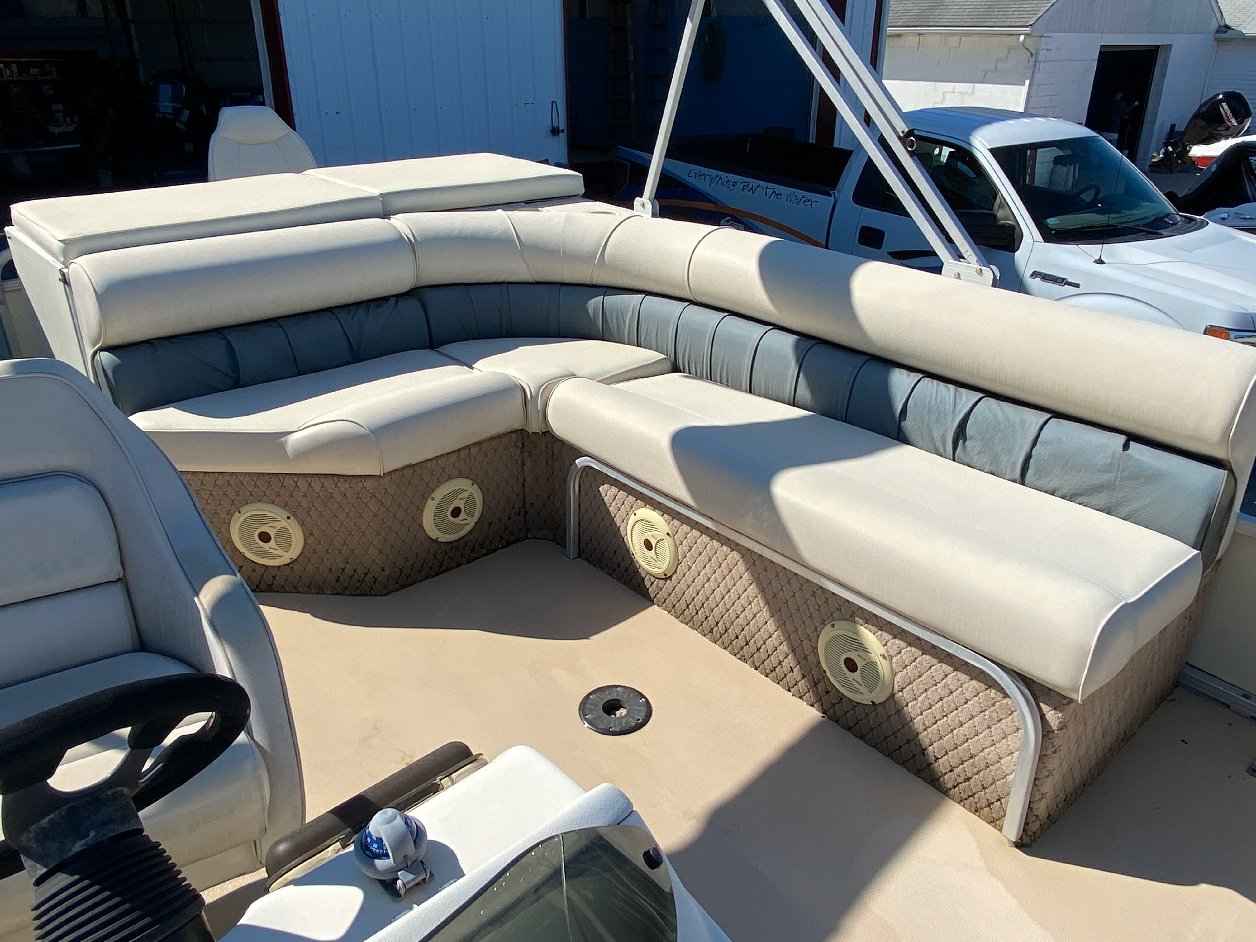 2002 Tahoe boat for sale, model of the boat is Grand Tahoe FNF & Image # 5 of 10