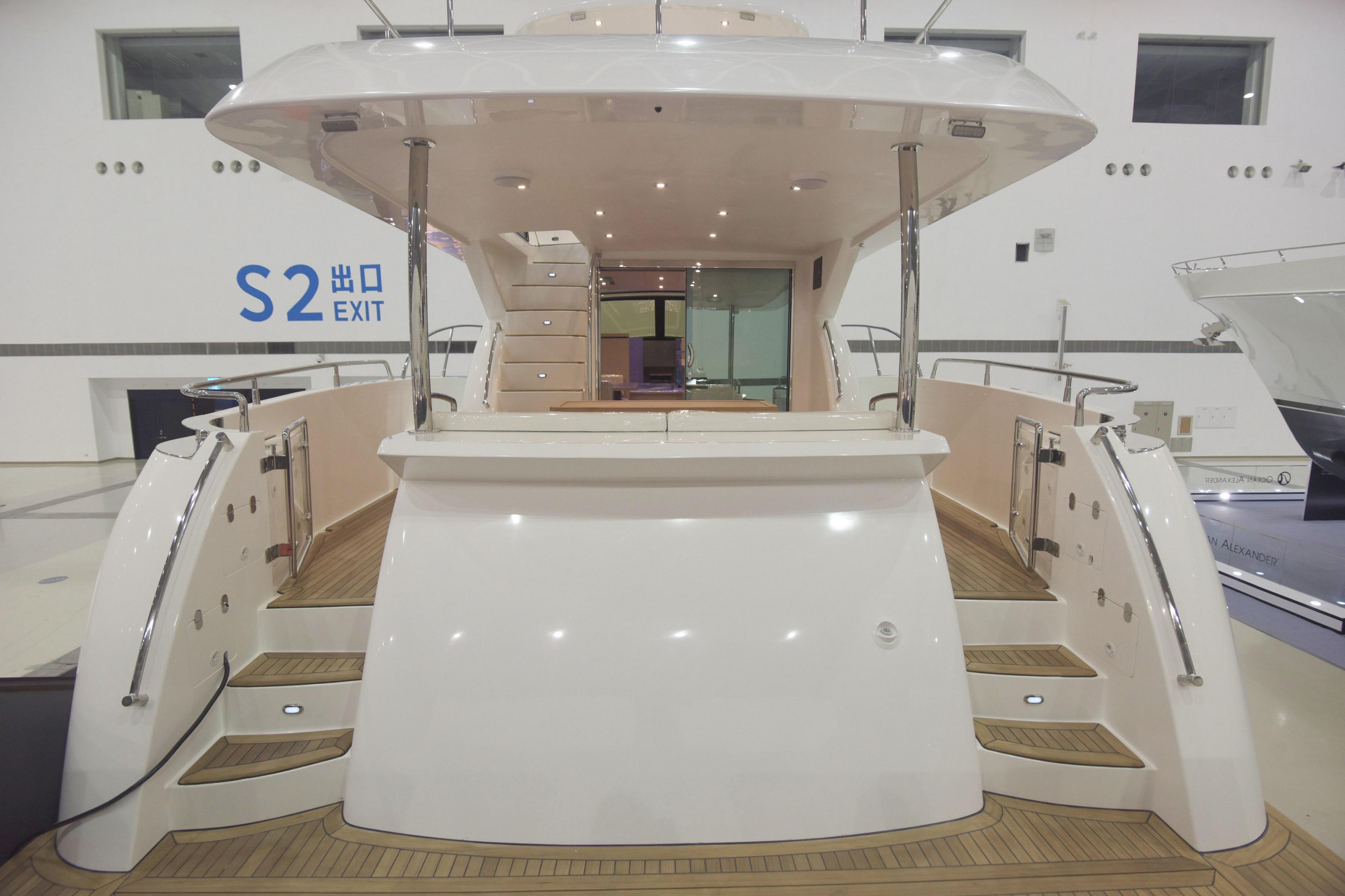 2017 Grand Harbour 58 Flybridge