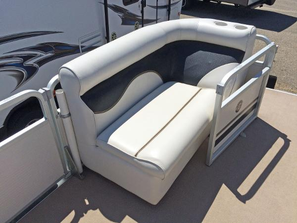 2007 Premier Pontoons boat for sale, model of the boat is Gemini 221 & Image # 8 of 13