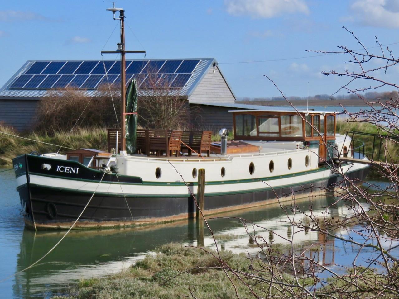 Barge  Dutch Barge luxemotor UK