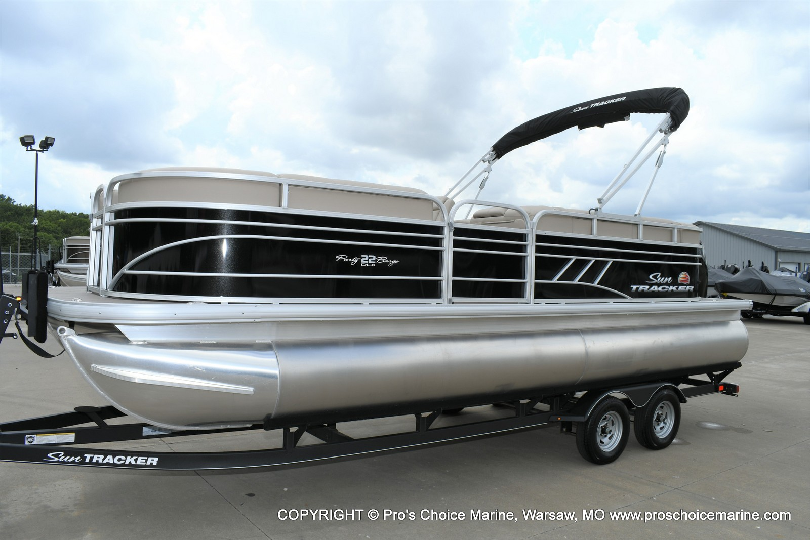2020 Sun Tracker boat for sale, model of the boat is Party Barge 22 DLX & Image # 10 of 50