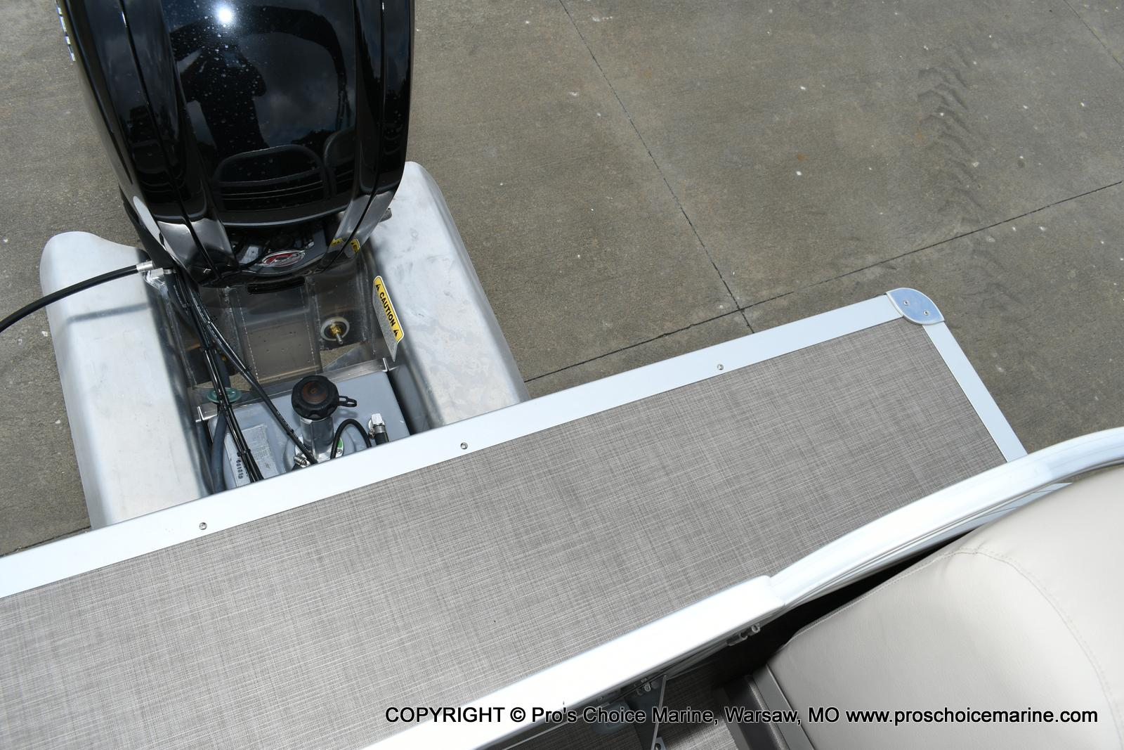 2020 Sun Tracker boat for sale, model of the boat is Party Barge 22 DLX & Image # 13 of 50