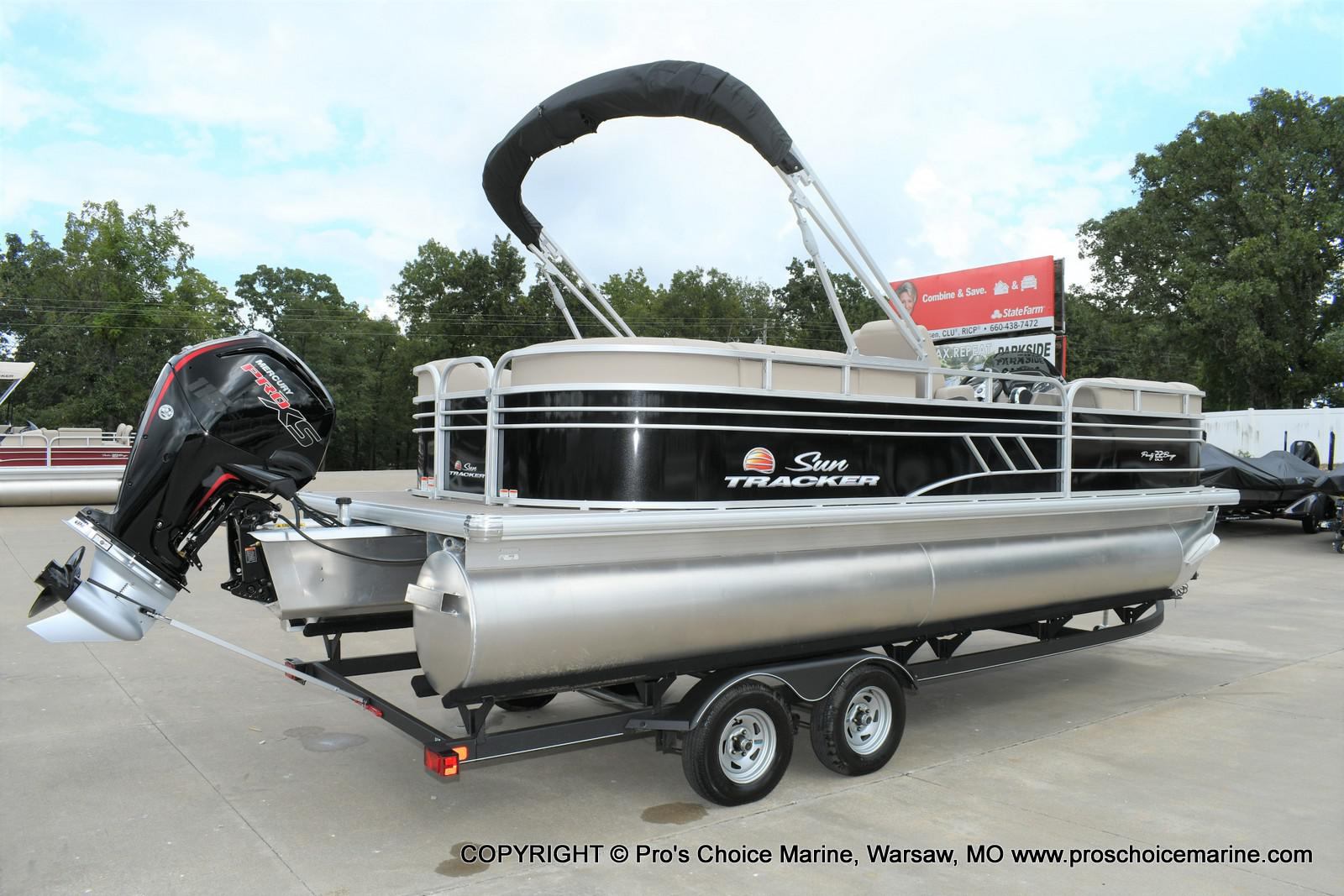 2020 Sun Tracker boat for sale, model of the boat is Party Barge 22 DLX & Image # 19 of 50