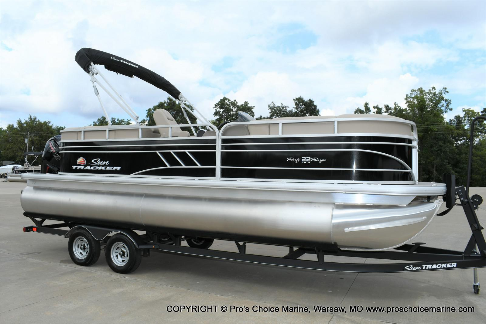 2020 Sun Tracker boat for sale, model of the boat is Party Barge 22 DLX & Image # 2 of 50