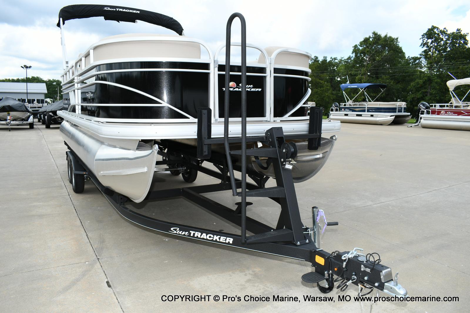 2020 Sun Tracker boat for sale, model of the boat is Party Barge 22 DLX & Image # 3 of 50