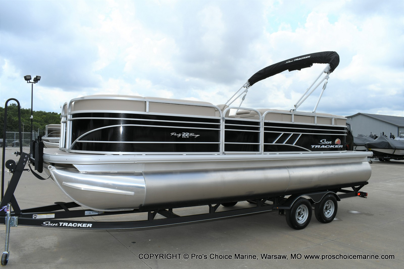 2020 Sun Tracker boat for sale, model of the boat is Party Barge 22 DLX & Image # 44 of 50