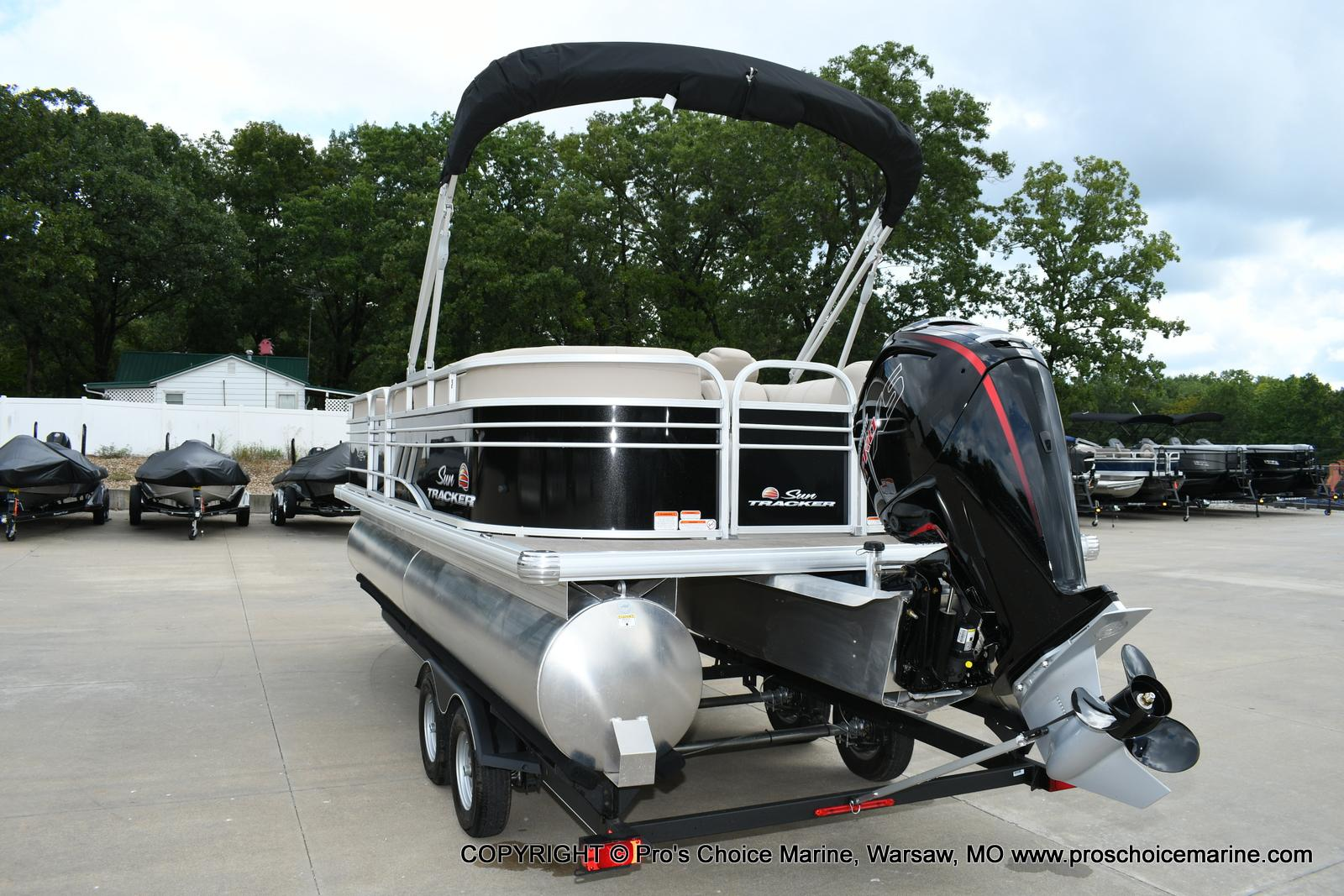 2020 Sun Tracker boat for sale, model of the boat is Party Barge 22 DLX & Image # 8 of 50