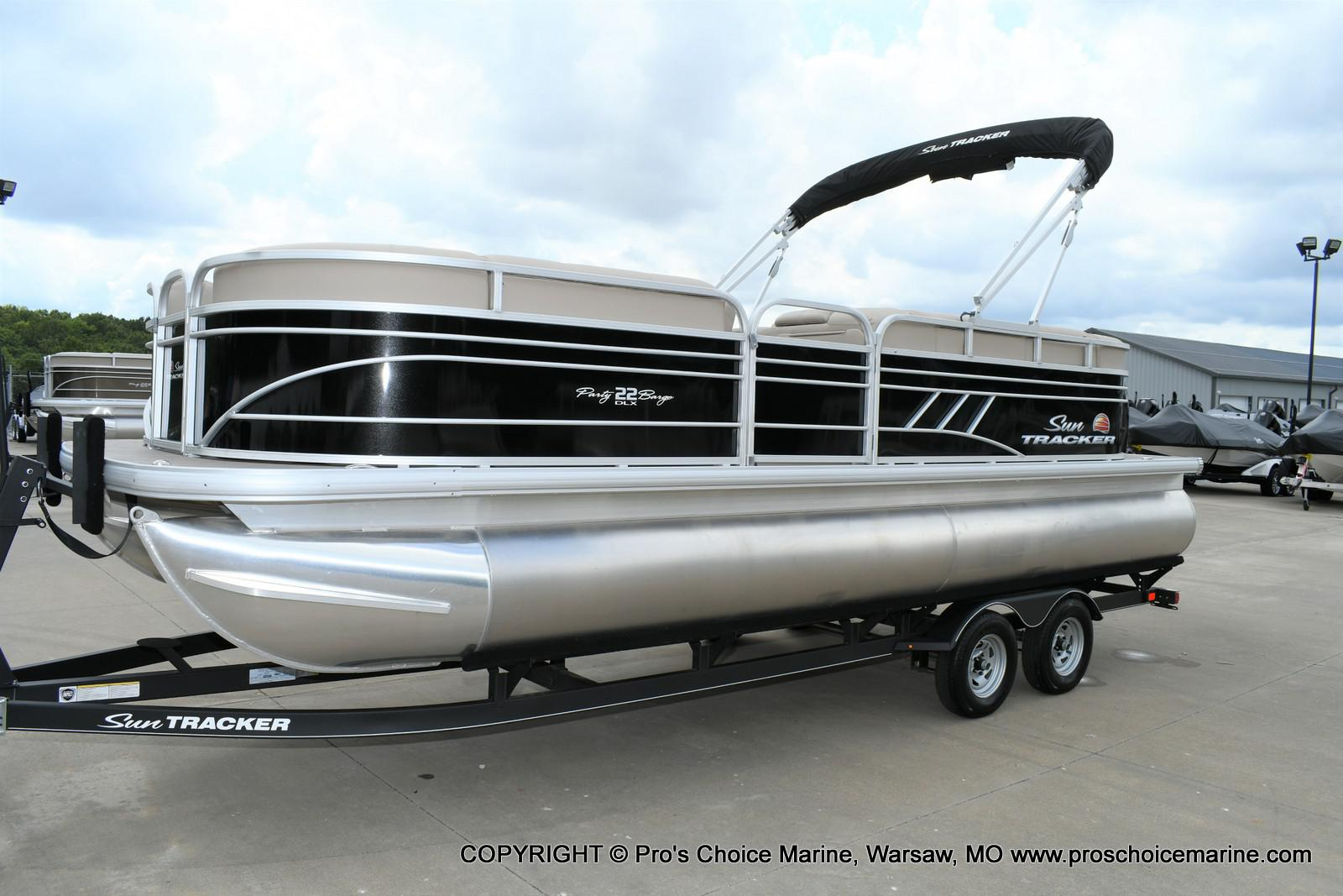 2020 Sun Tracker boat for sale, model of the boat is Party Barge 22 DLX & Image # 9 of 50