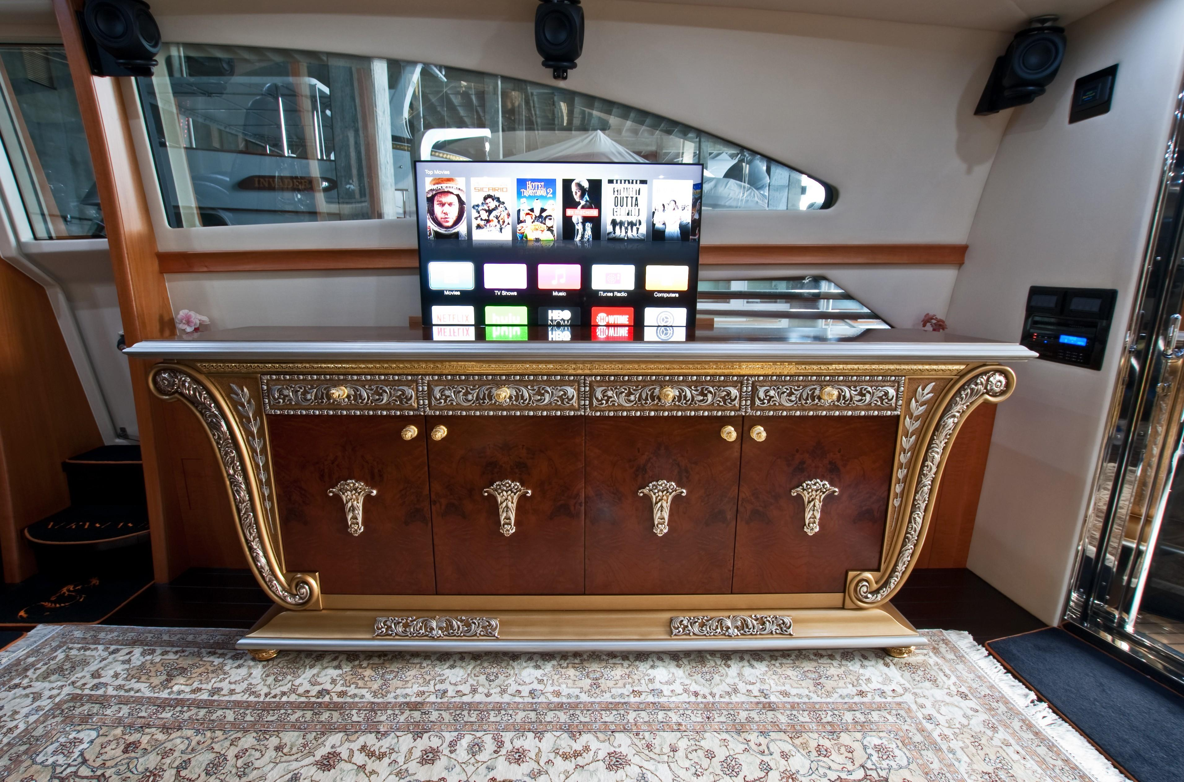 2002 Pershing 88 - TV Up