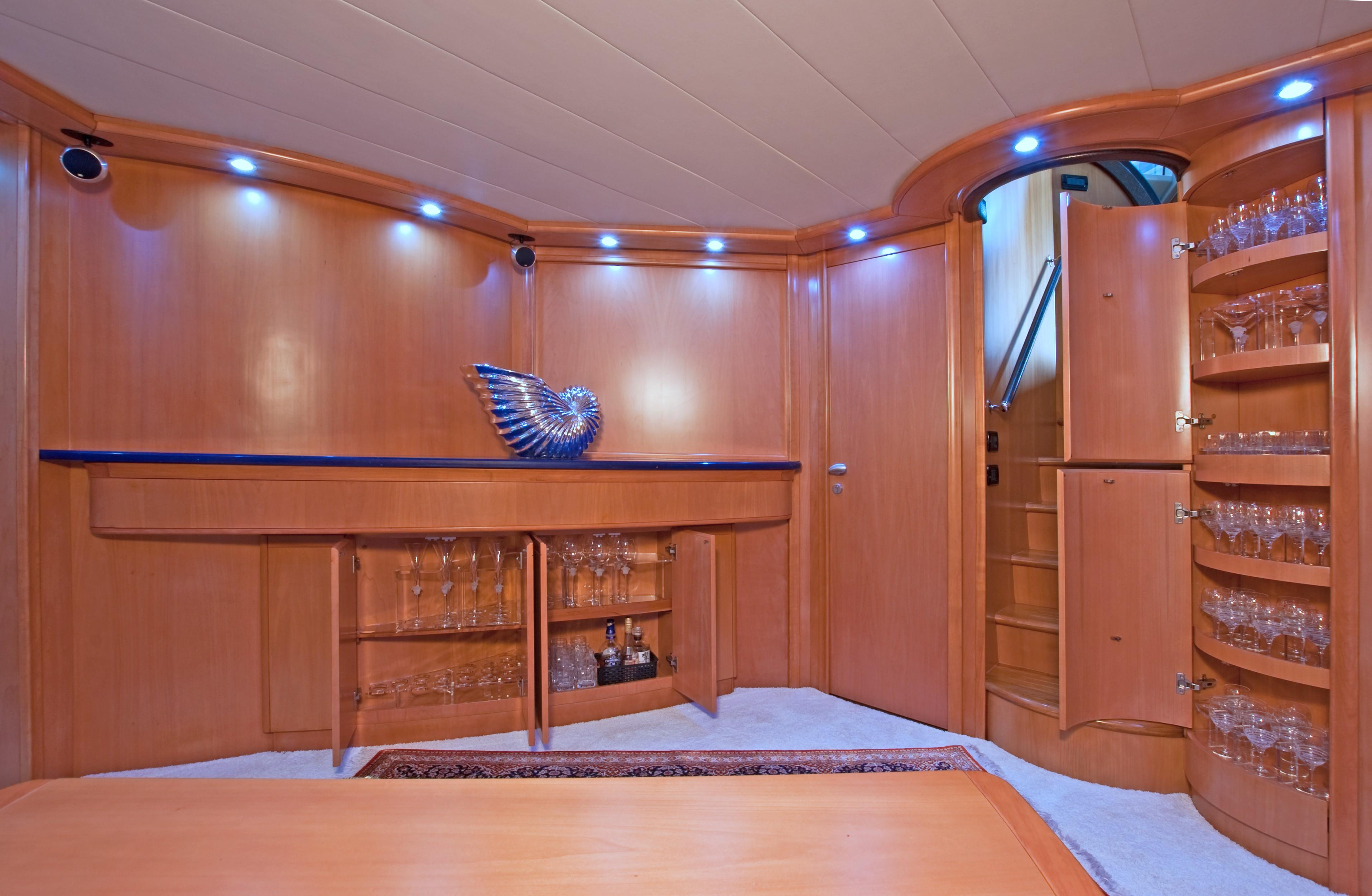 2002 Pershing 88 - Stemware Cabinets