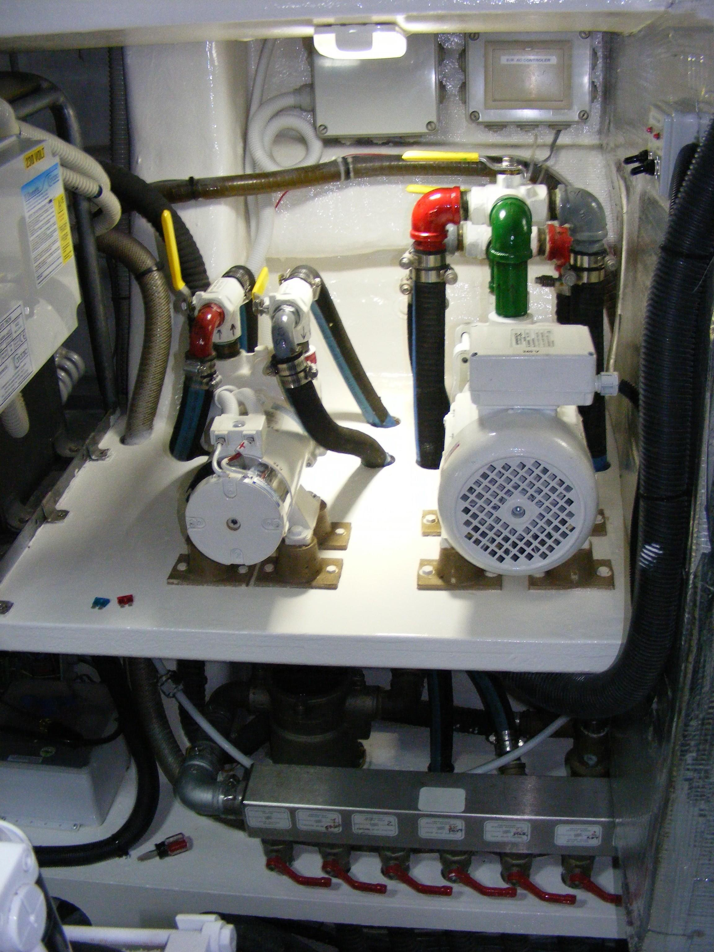 2002 Pershing 88 - ER New Pumps