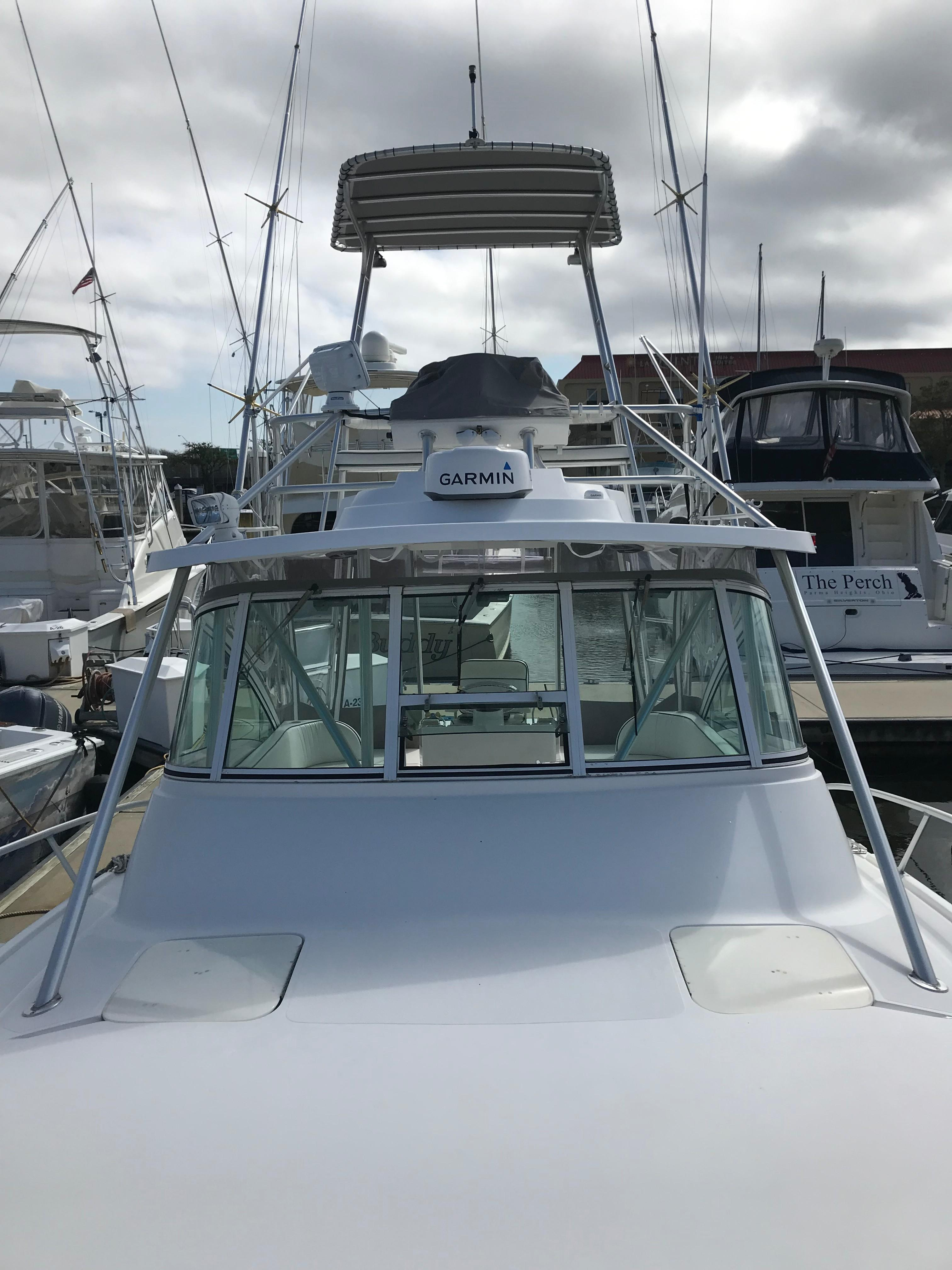 Luhrs 32 Express - Aft shot from foredeck