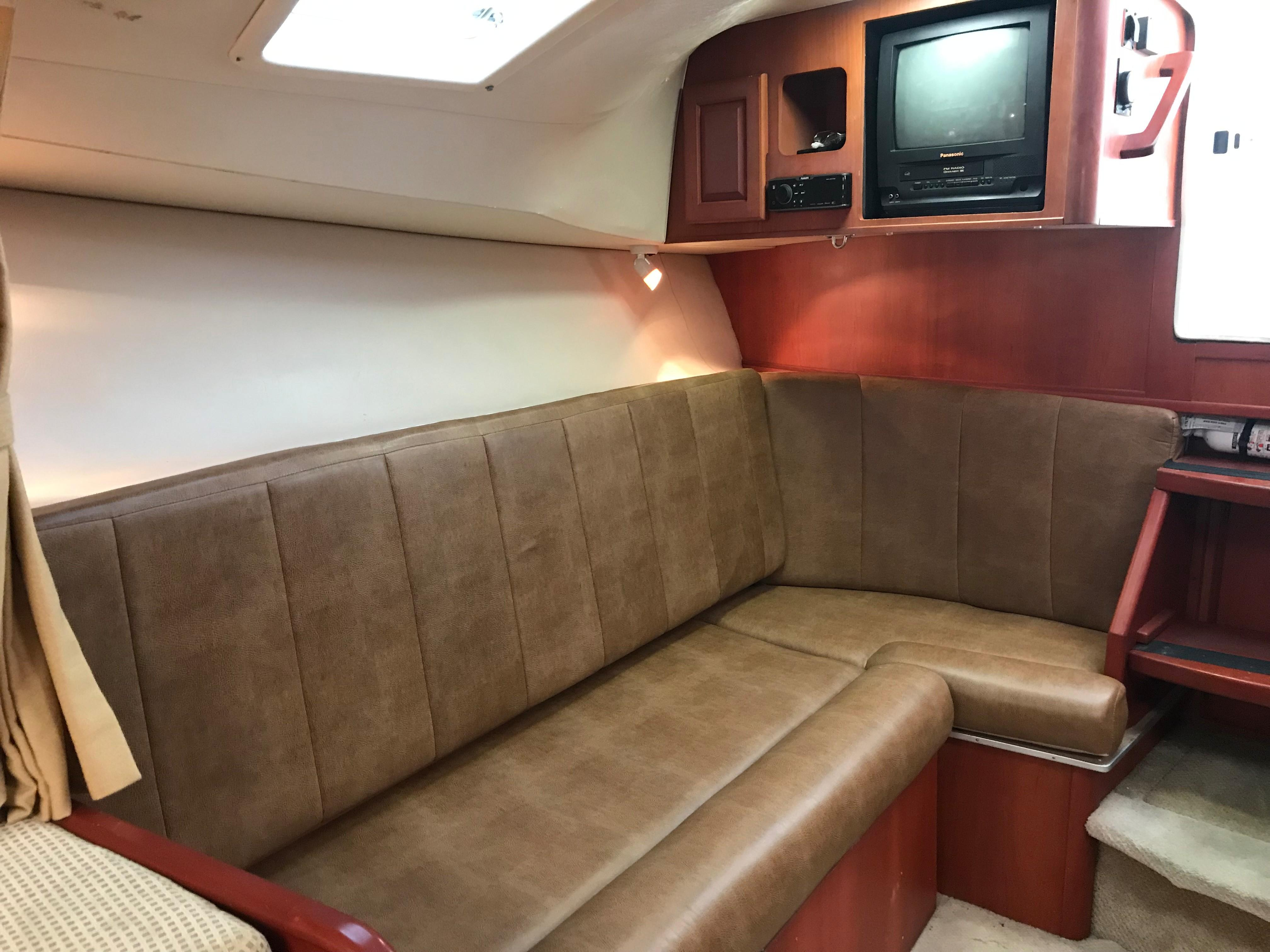 Luhrs 32 Express - Settee converts to bunk