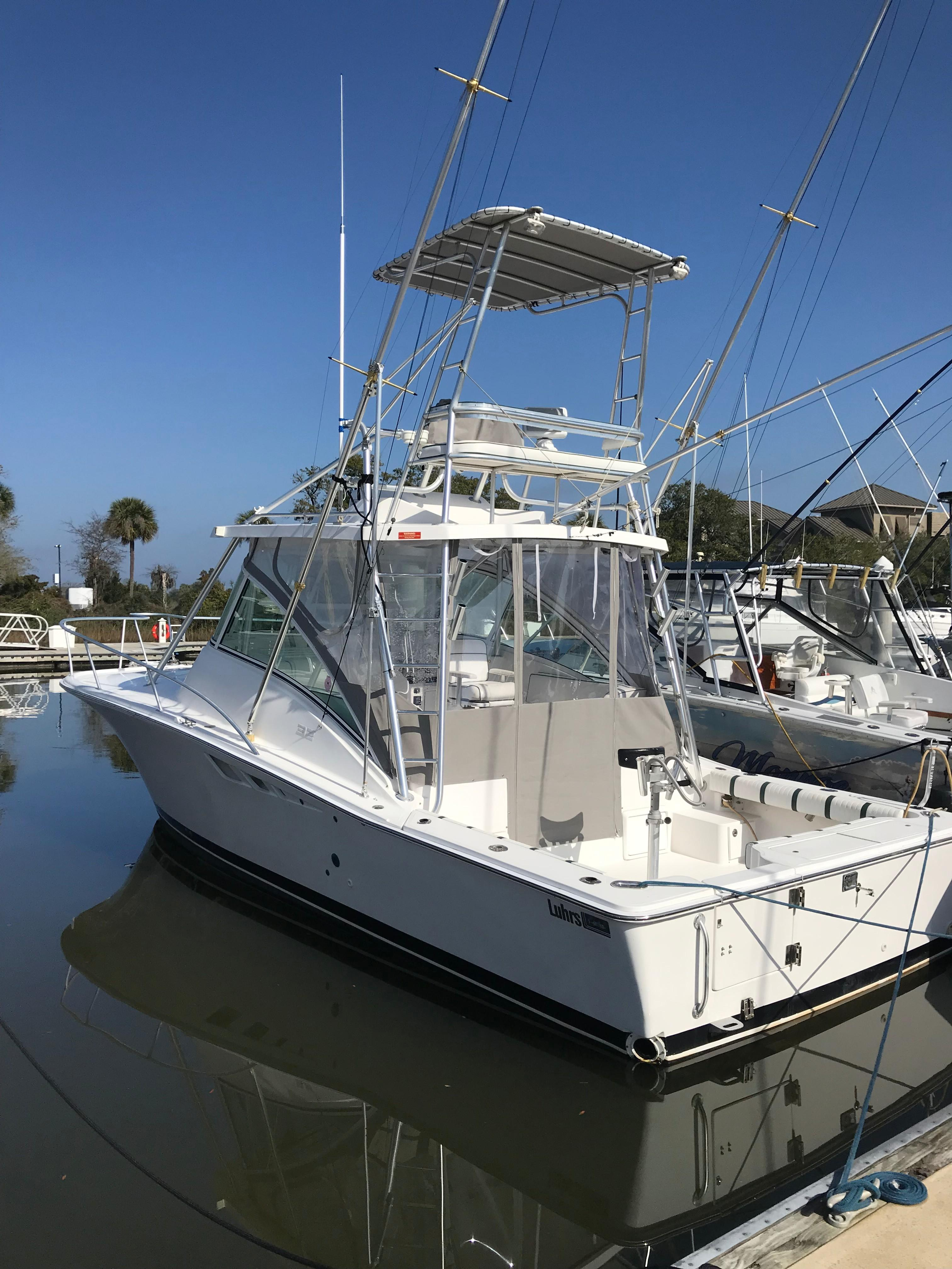 Luhrs 32 Express - Aft Port Profile