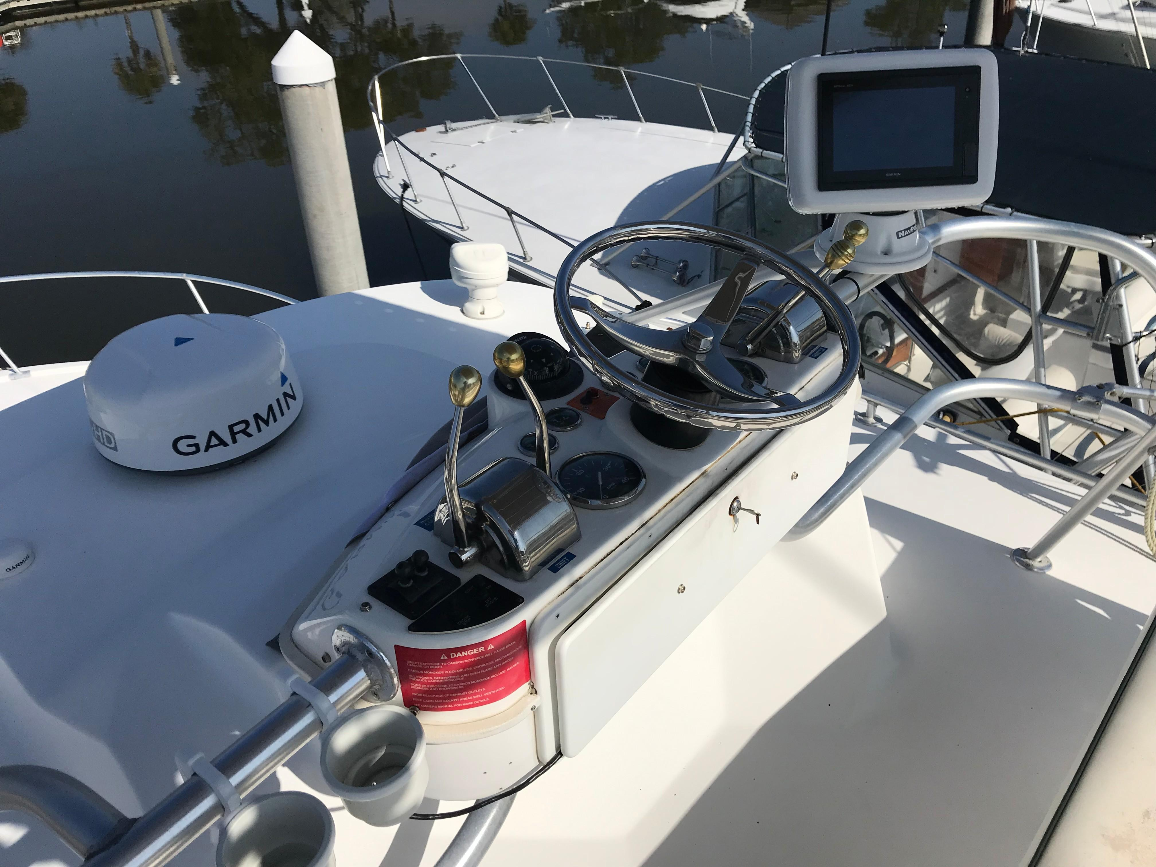 Luhrs 32 Express - Upper Helm controls