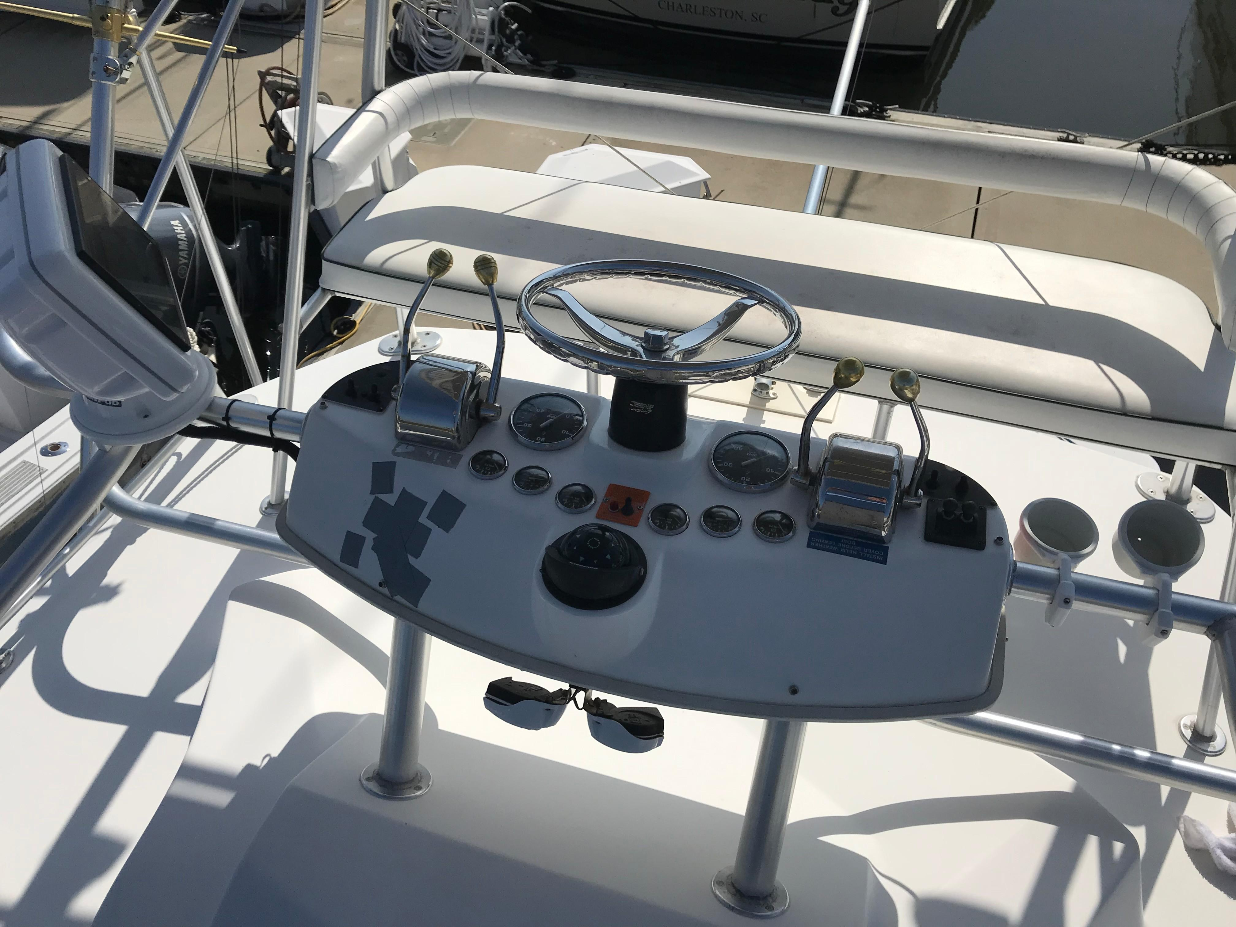 Luhrs 32 Express - Tower Helm