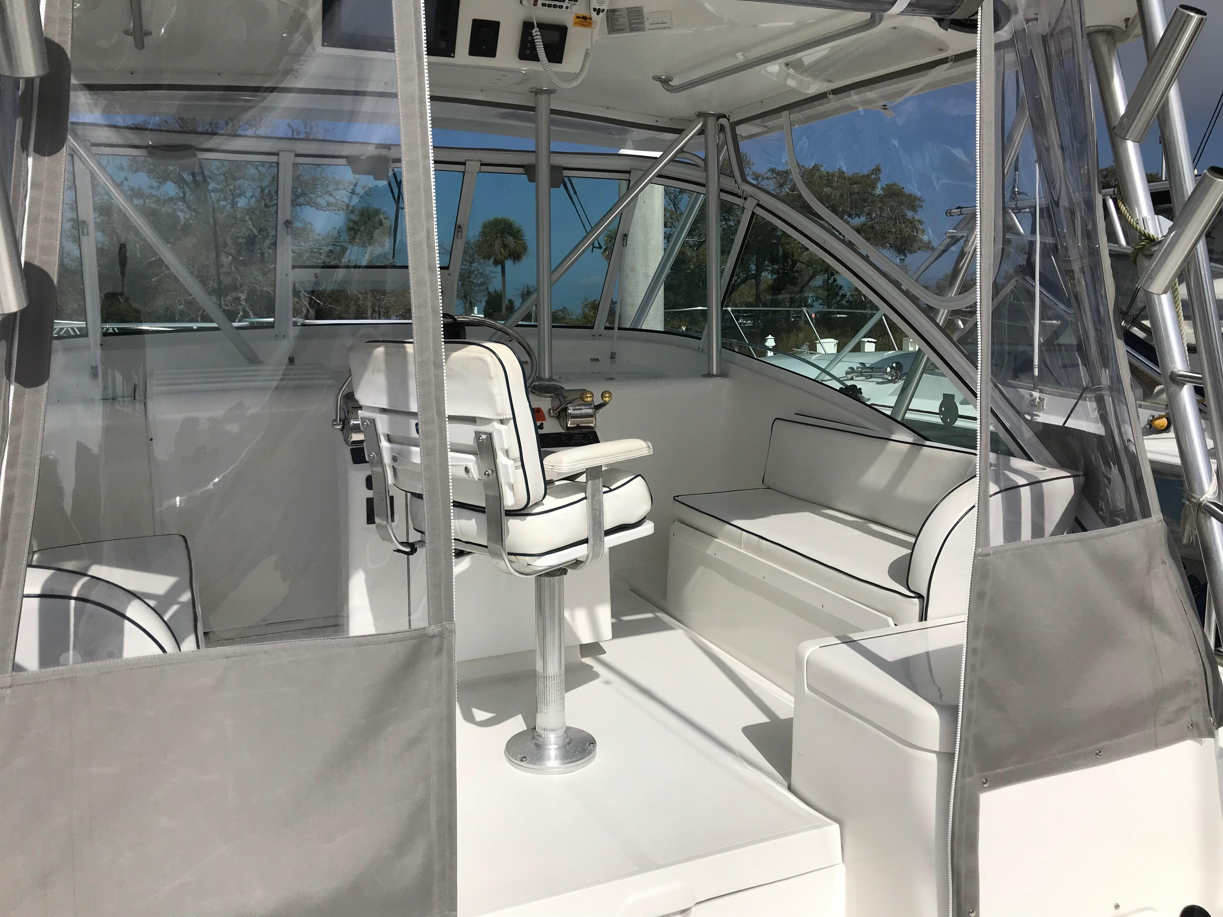 Luhrs 32 Express - Bridge Deck - full weather enclosure