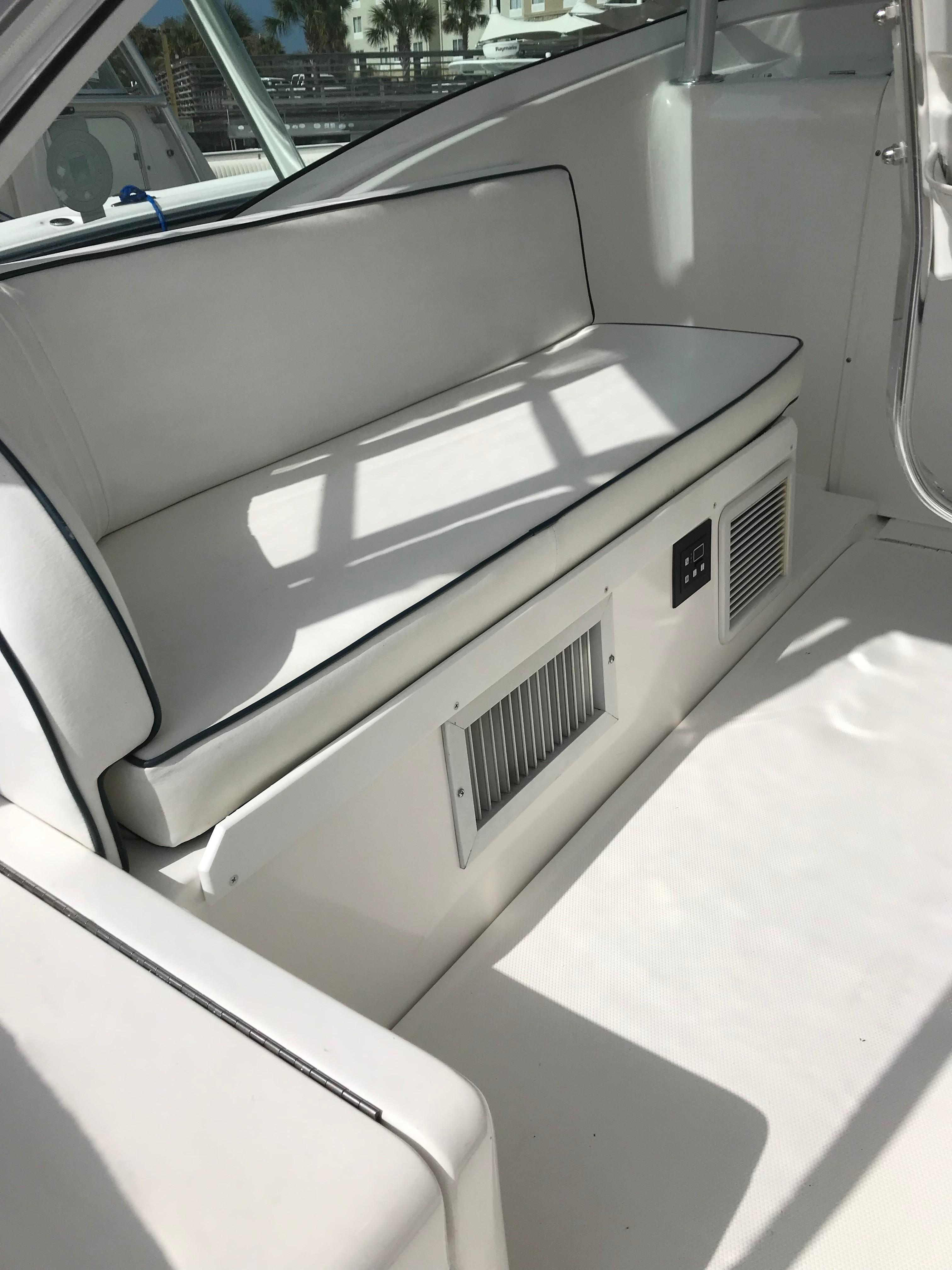Luhrs 32 Express - Bridge Deck seating