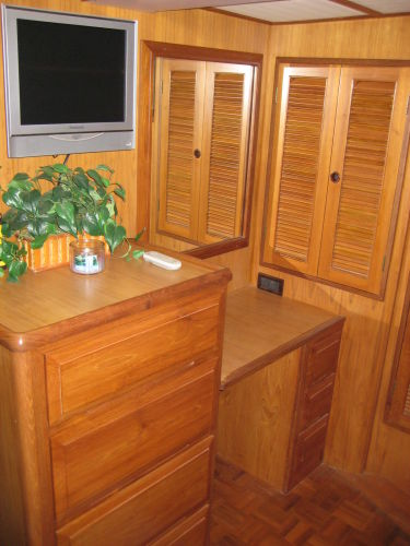 Forward Berth Vanity